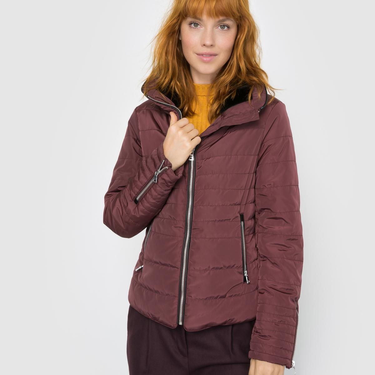 Куртка стеганая Lulu Short JacketСтеганая куртка Lulu Short Jacket. Длинные рукава. Высокий воротник на фланелевой подкладке. Застежка на молнию. 2 кармана на молнии спереди. Молнии внизу рукавов.Состав и описаниеМатериал : 100% полиэстерМарка : Vero ModaМодель : Lulu Short JacketУходСледуйте советам по уходу, указанным на этикетке изделия.<br><br>Цвет: бордовый<br>Размер: XS