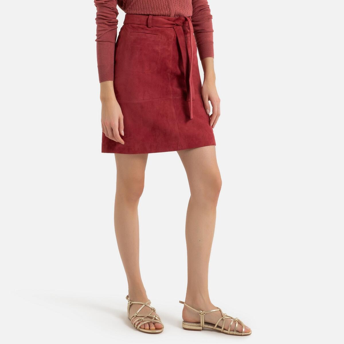 Falda recta de piel de cabra, con cinturón