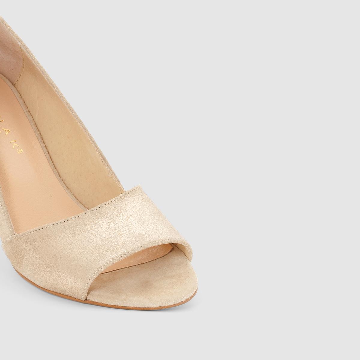 Туфли из ламинированной кожиТуфли DORTA от JONAKВерх : ламинированная невыделанная кожа (яловичная)Подкладка :  кожаСтелька : кожаПодошва : эластомерЗастежка : без застежкиПреимущества  : туфли на каблуке JONAK пленяют оригинальным внешним видом благодаря аутентичной и мягкой ламинированной коже<br><br>Цвет: Платиновый<br>Размер: 37