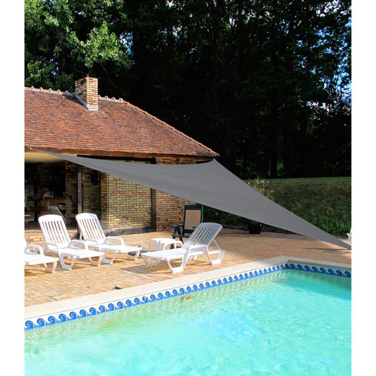 Тент натяжной треугольныйХарактеристики натяжного тента   : - Тент непромокаемый с УФ-обработкой - Вуаль 100% полиэстера плотностью 180 г/м?   - Продается с 3 веревками ? 0,6 см x длина.. 150 см. - Размеры. тента   : 5 м x 5 м x 5 м.<br><br>Цвет: темно-серый
