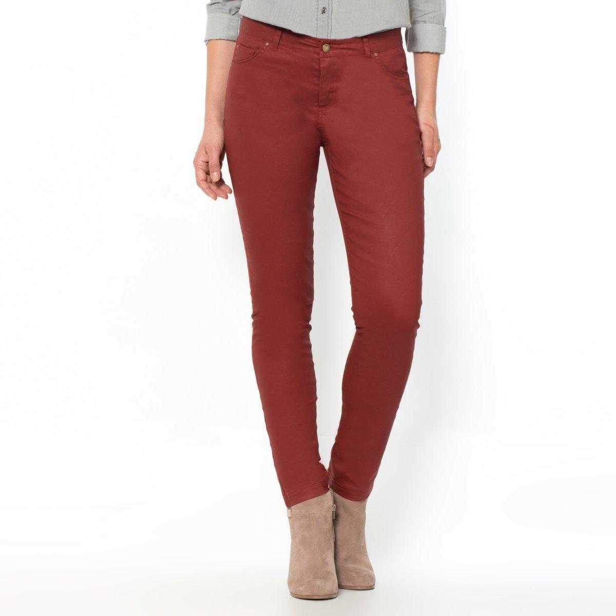Брюки узкие с пропиткойУзкие брюки с пропиткой, 5 карманов. Пояс со шлевками. Застежка на молнию.2 кармана спереди + 1 часовой кармашек спереди и 2 накладных кармана сзади.Надставка сзади. Длина по внутр.шву 83 см, ширина по низу 15 см.<br><br>Цвет: красный/ кирпичный<br>Размер: 48 (FR) - 54 (RUS)