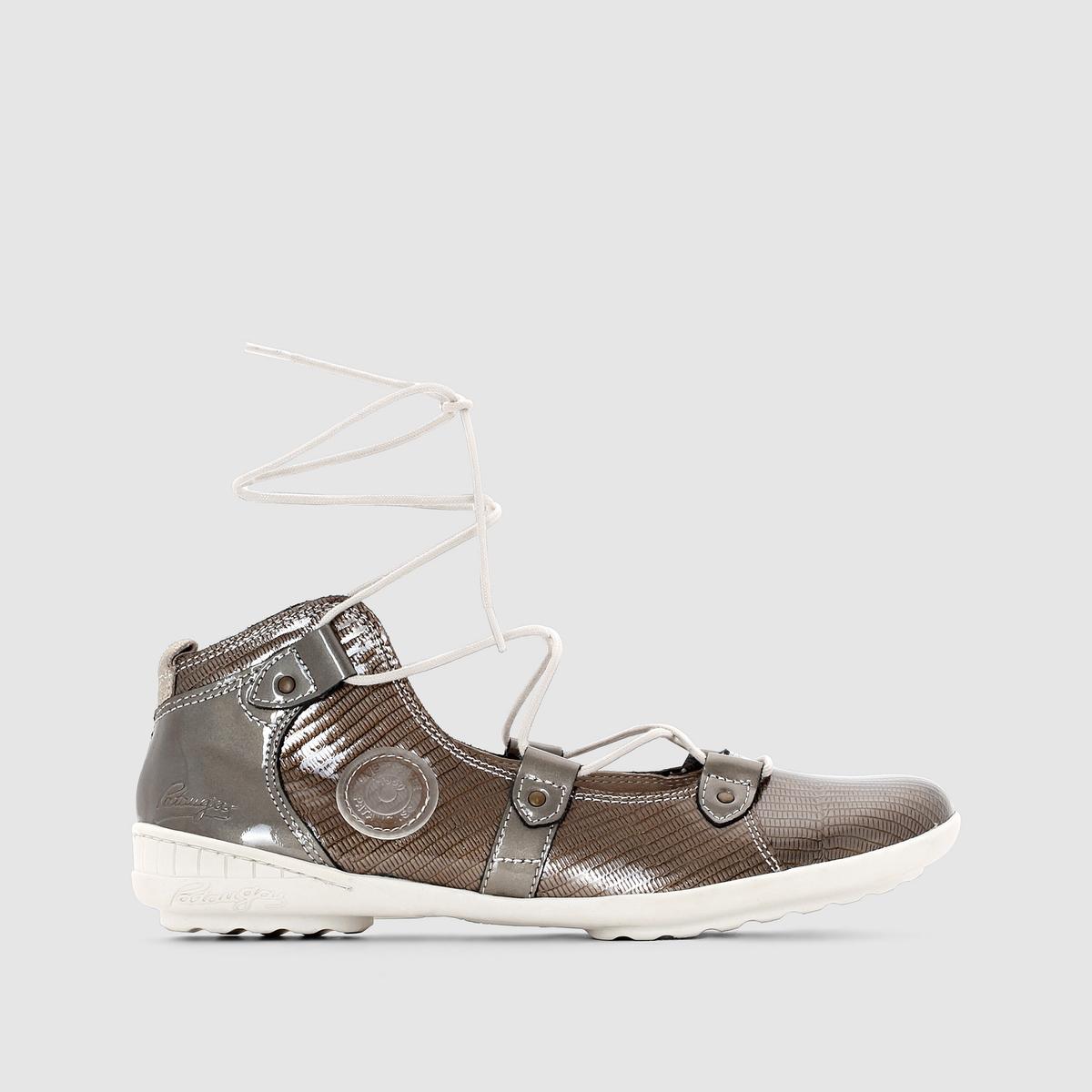 Балетки PATAUGAS NUTSСочетание шнуровки с ремешками, лакированной кожи и оригинального дизайна : Культовая марка для любителей прогулок 50-х Pataugas создает сегодня для нас оригинальную обувь отличной тому пример - эти яркие балетки   !<br><br>Цвет: серо-коричневый лак<br>Размер: 38