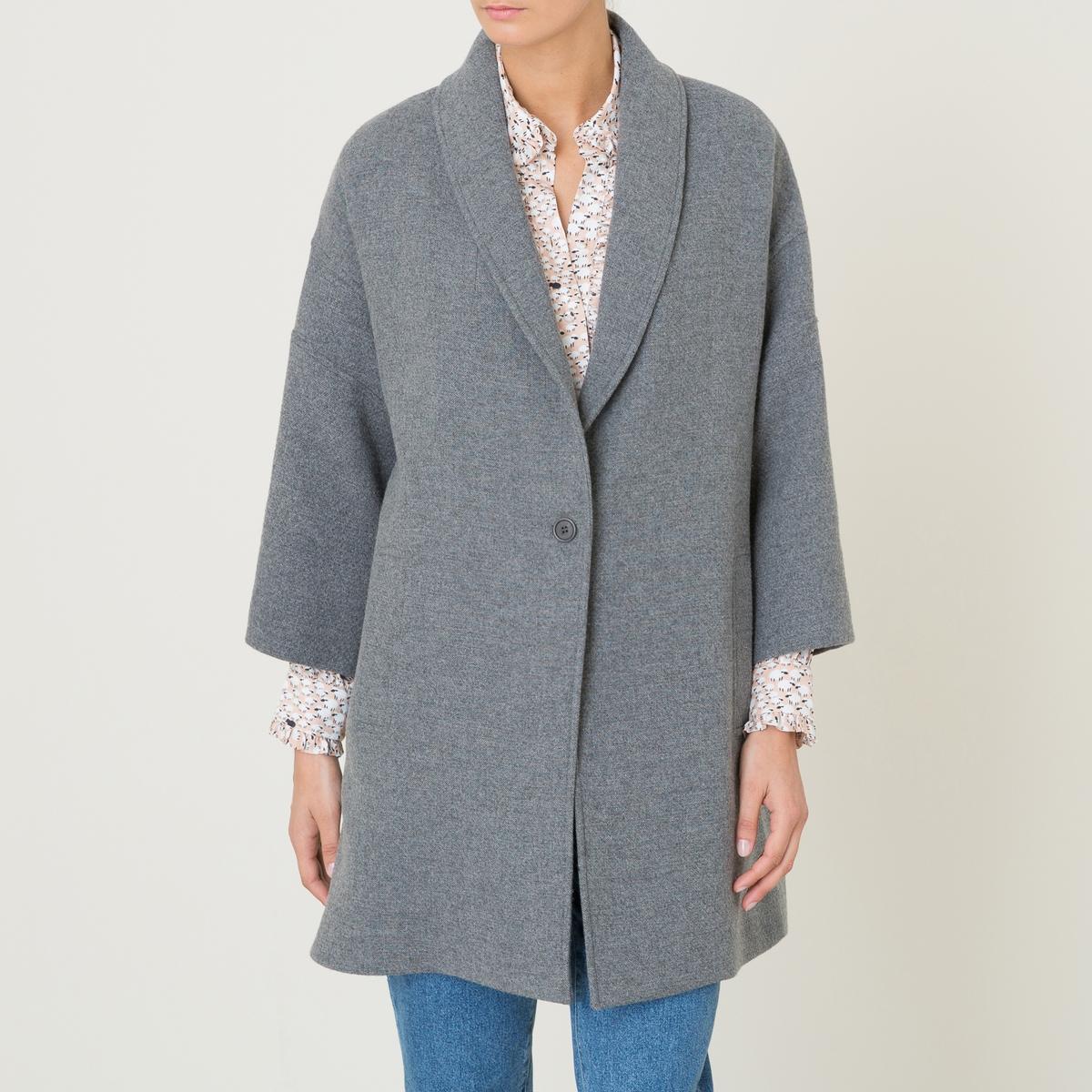 Пальто LOTUSДлинное пальто BA&amp;SH - модель LOTUS, покрой оверсайз, застежка на 1 пуговицу, из шерстяного драпа. Шалевый воротник с застежкой на 1 пуговицу. Прямые длинные рукава, низкие плечи. 2 больших прорезных кармана. Шлица сзади.Состав и описание :Материал : 40% шерсти, 30% полиакрила, 15% полиэстера, 15% полиамидаПодкладка карманов 100% хлопокМарка : BA&amp;SH<br><br>Цвет: серый