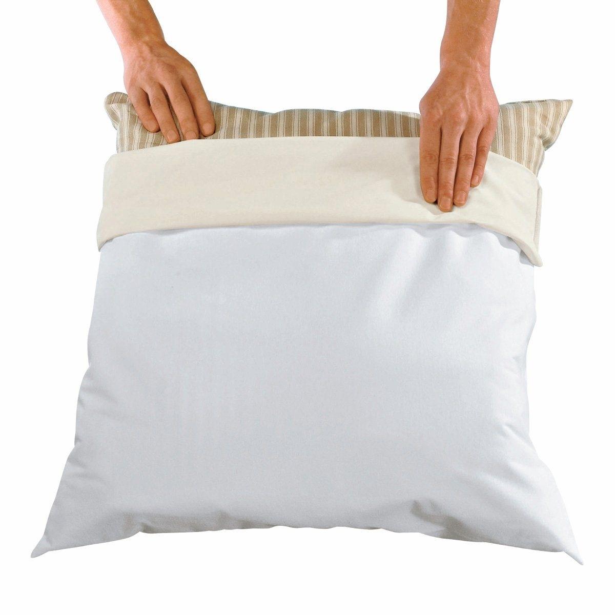 Чехол защитный для подушкиКачество VALEUR S?RE. Защитный чехол для подушки DERMALEINE®. Дышит и не промокает. Тонкий и мягкий материал прекрасно защищает от клещей, что снижает риск возникновения аллергии. Хлопковое джерси стретч с полиуретановой пропиткой для максимального комфорта. Обработка против бактерий и неприятного запаха. Обработка MICROSTOP® против клещей (официальные лабораторные опыты доказали ее безопасность для человека и эффективность даже после многочисленных стирок. Стирка при 60°, быстро сохнет.<br><br>Цвет: белый