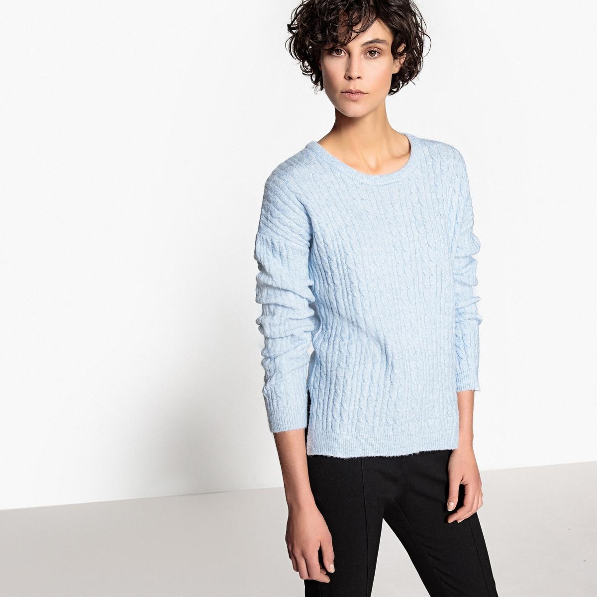 Пуловер с узором косы