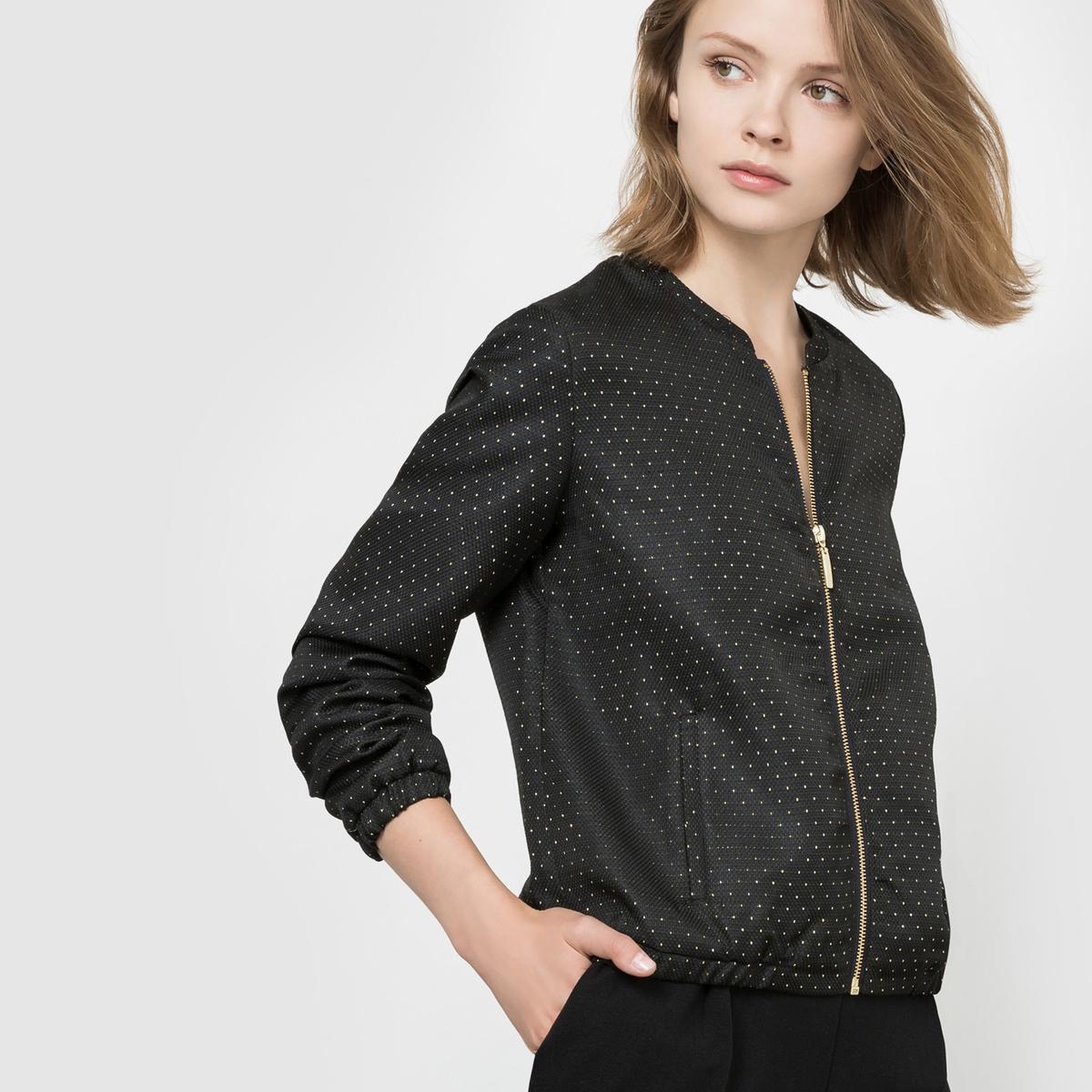 Куртка-бомбер с рисунком в микрогорошекСтеганная куртка-бомбер из трикотажа пике с рисунком в микрогорошек. Длинные рукава. Низ и манжеты эластичные. Застежка на молнию. 2 прорезных кармана спереди. На подкладке. Состав и описаниеМатериал : Трикотаж пике 97% полиэстера, 3% волокон с металлическим блеском - Подкладка 100% полиэстерДлина : 55 смМарка : R EditionУходМашинная стирка при 30 °C   Стирать с вещами схожих цветов Не гладитьМашинная сушка запрещена<br><br>Цвет: черный/ золотистый<br>Размер: 46 (FR) - 52 (RUS)