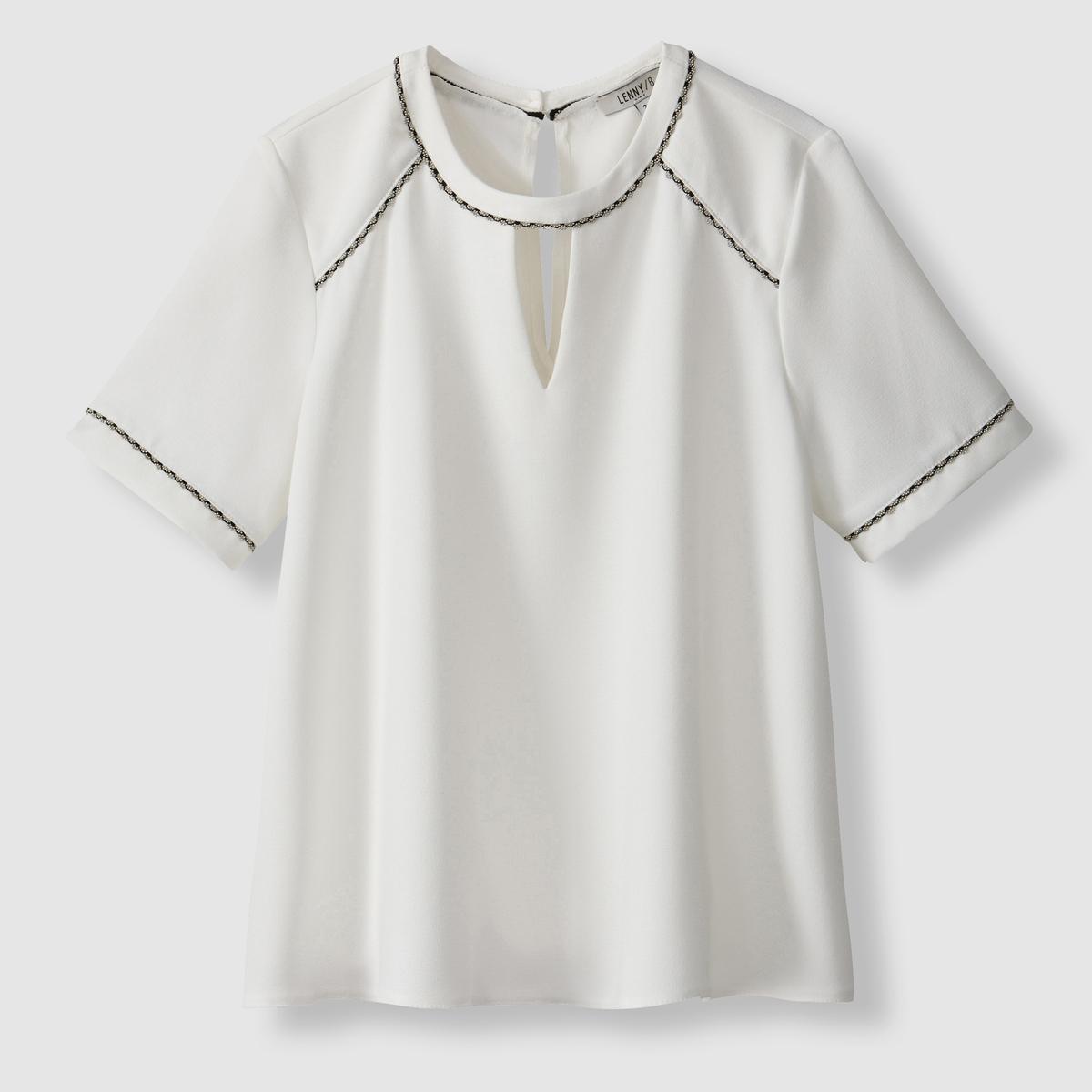 Блузка TessБлузка из струящейся ткани Tess от LENNY B. Короткие рукава. Круглый вырез. Вырез-капелька спереди. Разрез на спине с застежкой на 1 пуговицу. Края выреза, плеч спереди и рукавов отделаны зубчиком.  Состав и описаниеМарка: LENNY B.Модель: Tess.Материалы: 100% полиэстер.УходМашинная стирка при 30°C в деликатном режимес вещами подобных цветов. Гладить при низкой температуре с изнаночной стороны.<br><br>Цвет: белый<br>Размер: 3(L)
