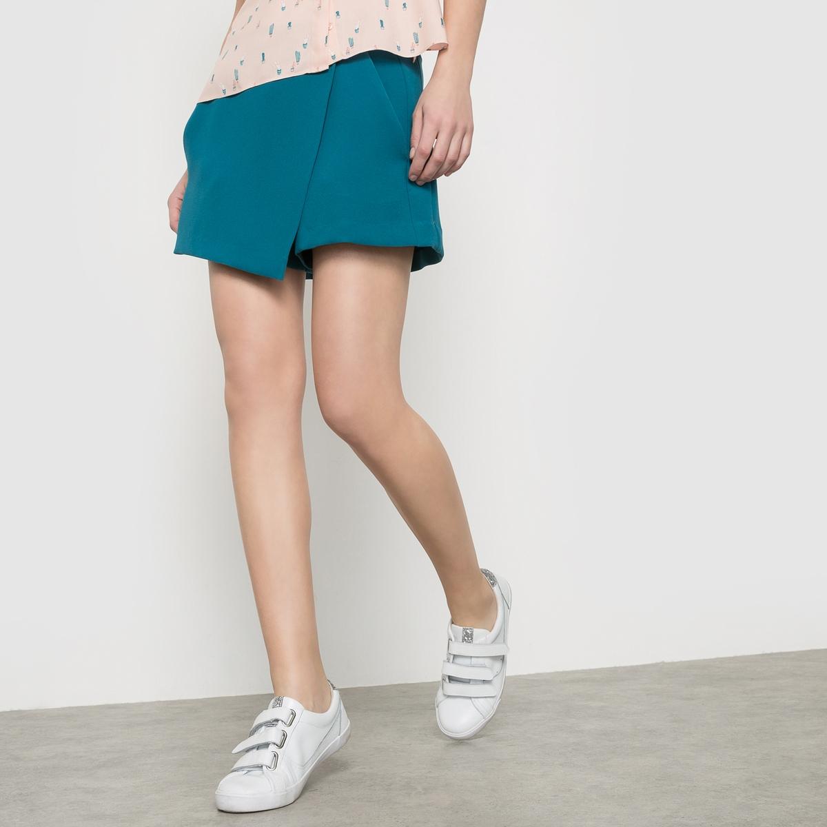 Шорты IMPULSIONШорты с эффектом юбки. Карманы по бокам. Застежка на молнию. Состав и описаниеМатериал: 100% полиэстера.Длина: 37 см.Марка: KARL MARC JOHN.УходМашинная стирка при 30°C с одеждой подобных цветов.<br><br>Цвет: сине-зеленый,черный<br>Размер: L