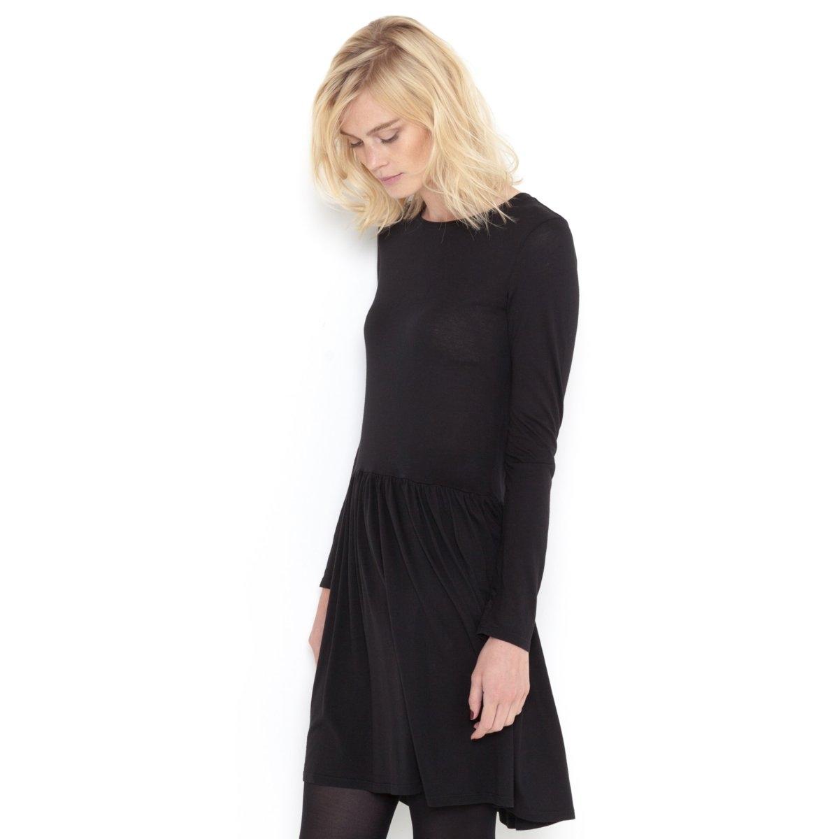 Платье с длинными рукавамиПлатье R ESSENTIELS в стиле кэжуал. Мягкий трикотаж и покрой трапеция для комфорта при повседневной носке! Длинные рукава. Круглый вырез. Отрезное по талии. Верх в форме широкой футболки, свободный низ со складками под линией отреза. Длина: 90 см. Трикотаж: 50% хлопка, 50% модала.<br><br>Цвет: черный<br>Размер: 38/40 (FR) - 44/46 (RUS)