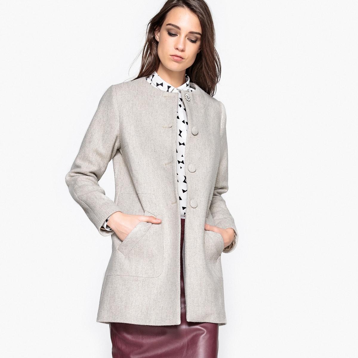 Пальто демисезонное, без воротника, с декоративным украшениемЭлегантное и модное демисезонное пальто без воротника. Очень красивая декоративная пуговица. 2 кармана.Детали •  Длина : средняя •  Круглый вырез • Застежка на пуговицыСостав и уход •  15% шерсти, 25% хлопка, 35% полиамида, 25% полиэстера • Не стирать  •  Любые растворители / не отбеливать   •  Не использовать барабанную сушку •  Не гладить •  Длина : 86 см<br><br>Цвет: светло-серый<br>Размер: 36 (FR) - 42 (RUS).40 (FR) - 46 (RUS)