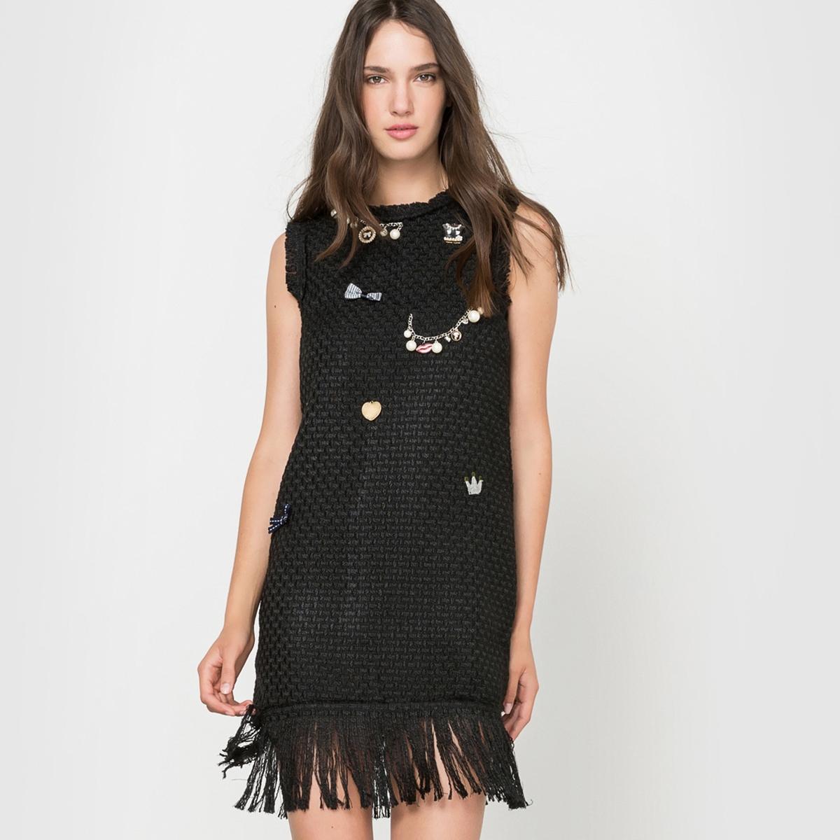 Платье без рукавов с бахромойПлатье без рукавов  MOLLY BRACKEN. Это платье с оригинальными украшениями, вышивкой спереди и бахромой в стиле чарльстон не оставит Вас безразличной. Платье очень легко одевать, благодаря застежке на молнию сзади. Состав и описаниеМатериал: 80% полиэстера, 20% акрила.Марка: MOLLY BRACKEN.УходСтирать при 30°C с вещамиподобныхцветов.  Стирать и гладить с изнанки.<br><br>Цвет: черный