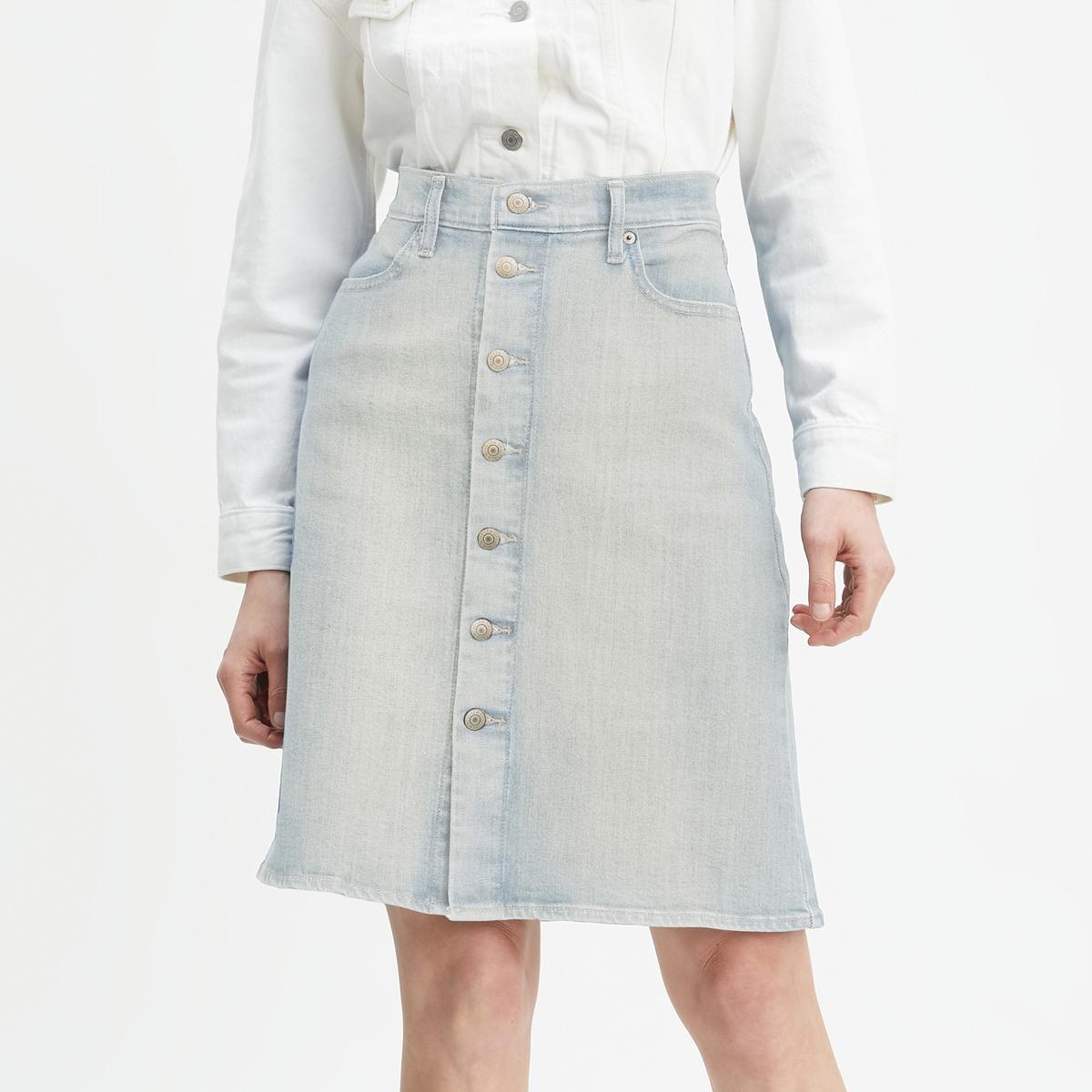 Falda recta con forma de trapecio, abotonada delante