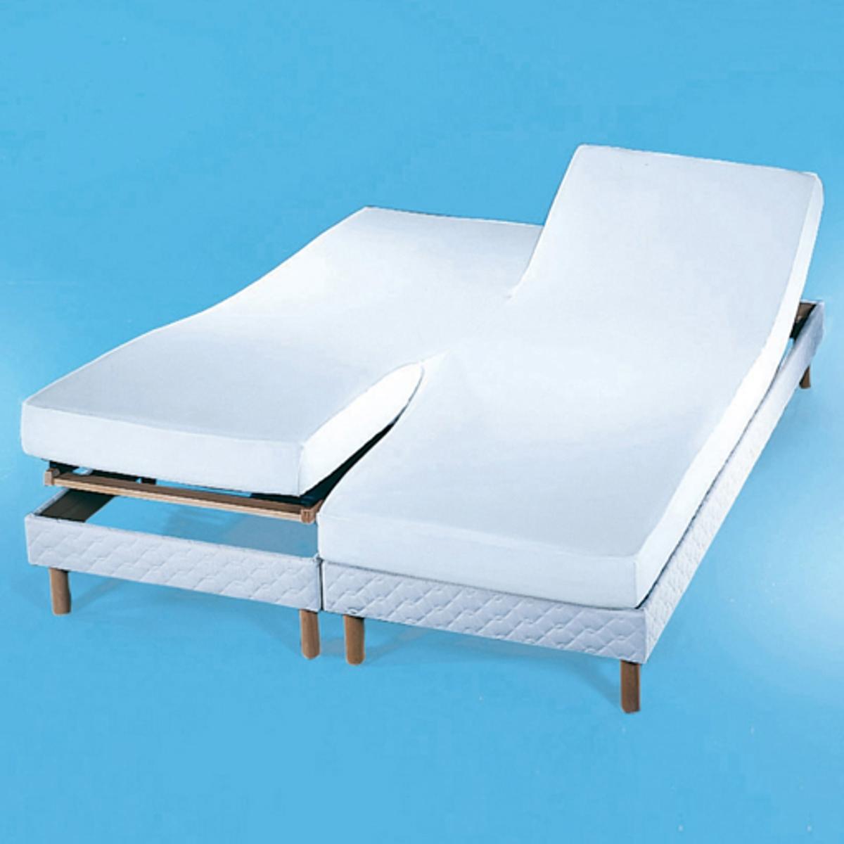Наматрасник из мольтона для спаренных матрасов 220 г/м?Надежная защита для Ваших постельных принадлежностей и уникальный комфорт для Вас: этот чехол поглощает потоотделения, выделение которых неизбежно во время сна, и защищает подушки и одеяла от появления разводов, а также скопления бактерий и клещей. Чехол для спаренных матрасов (с поднимающимся низом и изголовьем) из мольтона (220 г/м?), 100% хлопок, высокий комфорт (начес с двух сторон) и прочность. 2 наматрасника, сшитых посередине. Стирка при 95°С для идеальной гигиены, обработка от усадки ткани SANFOR. Натяжные уголки. Качество VALEUR S?RE.<br><br>Цвет: белый
