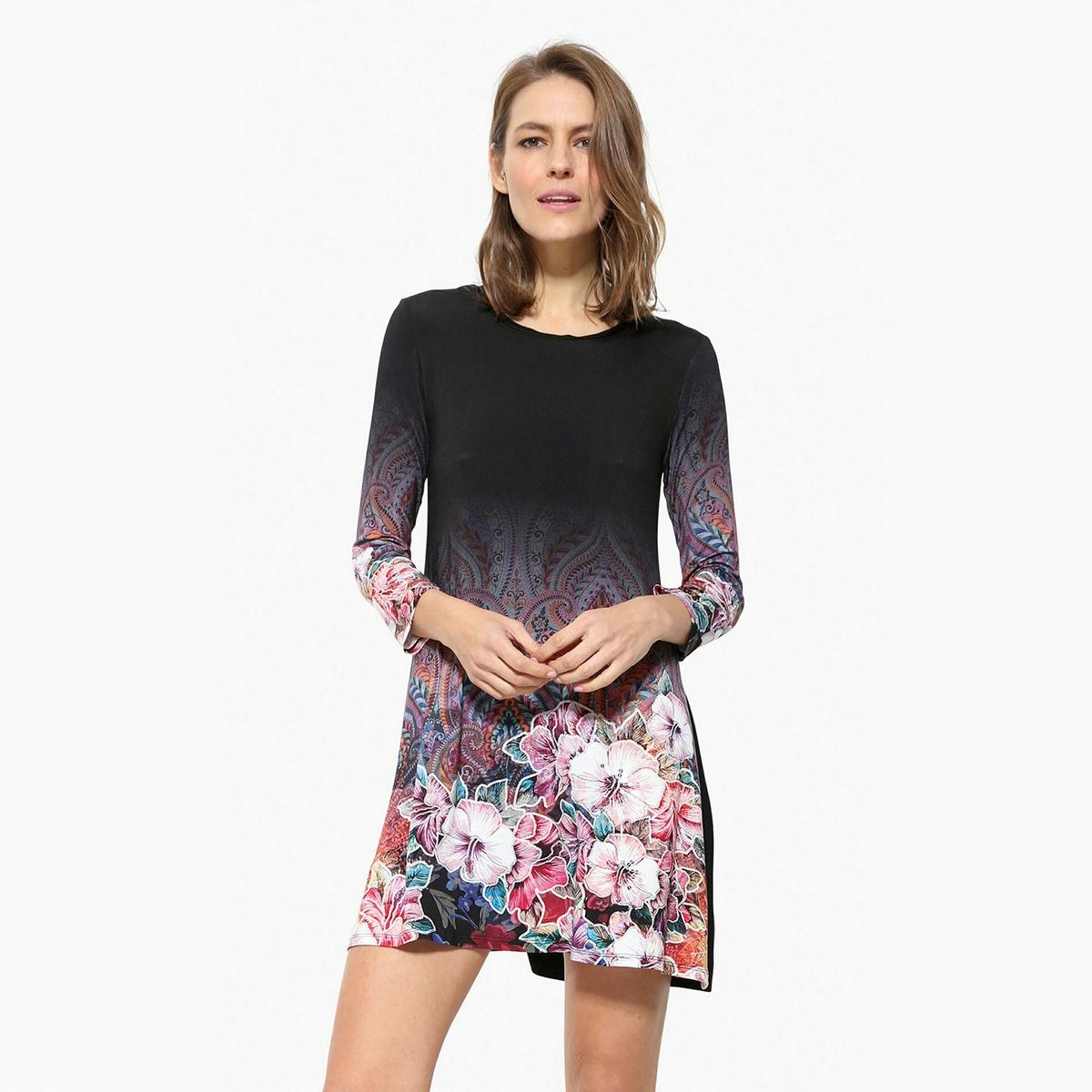 Платье короткое с длинными рукавамиДетали •  Форма : МИНИ •  короткое  •  Длинные рукава     •  Круглый вырез •  Графический рисунокСостав и уход •  97% вискозы, 3% эластана  •  Следуйте советам по уходу, указанным на этикетке<br><br>Цвет: черный<br>Размер: S