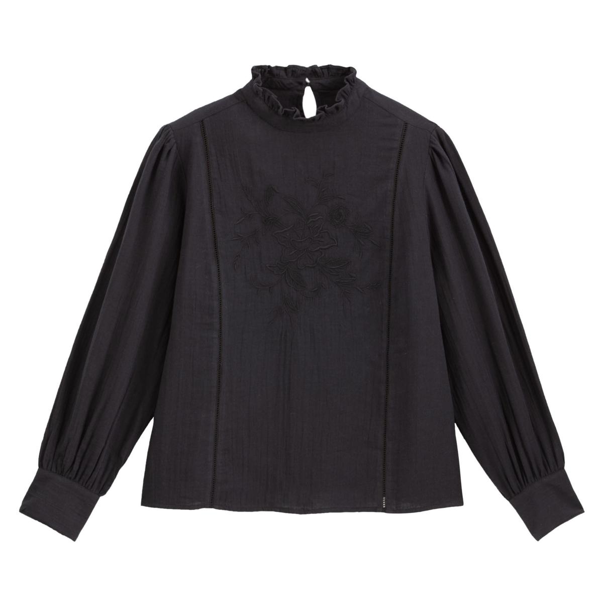 Blusa bordada con cuello alto y manga larga