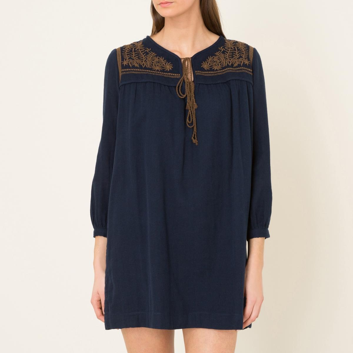 Платье с вышивкой VIOLETTEСостав и описаниеМатериал : 100% хлопокПодкладка : 100% хлопок Длина : 82 см. (для размера 36)Марка : SOEUR<br><br>Цвет: темно-синий,экрю/черный
