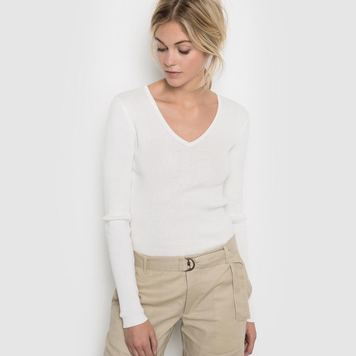 Пуловер с V-образным вырезомПуловер с V-образным вырезом. 60% вискозы, 40% хлопка. Длина. 62 см. Длинные рукава.<br><br>Цвет: слоновая кость
