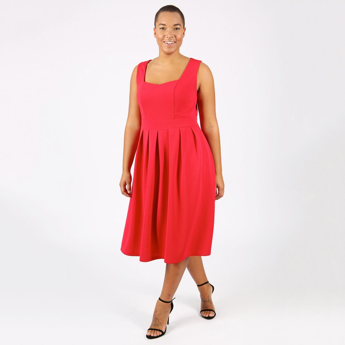 Платье однотонное с плиссировкой без рукавов