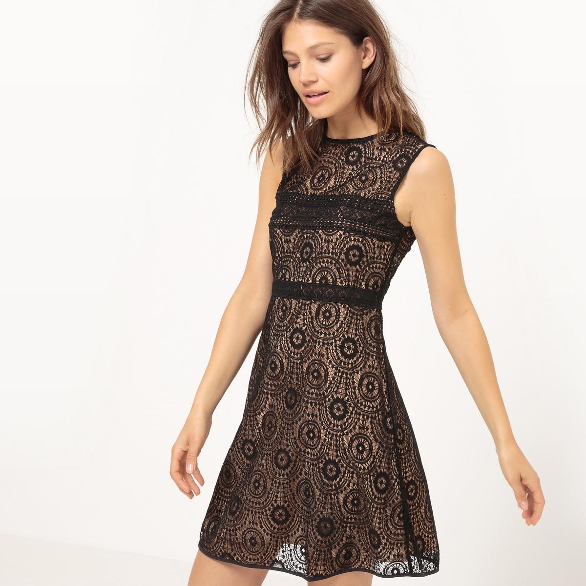 Платье расклешенное, кружевное, без рукавовМатериал : 100% полиэстер  Длина рукава : без рукавов  Форма воротника : Круглый вырез Покрой платья : расклешенное платье. Рисунок : Однотонная модель Особенности : Кружево  Длина платья : короткое.<br><br>Цвет: черный