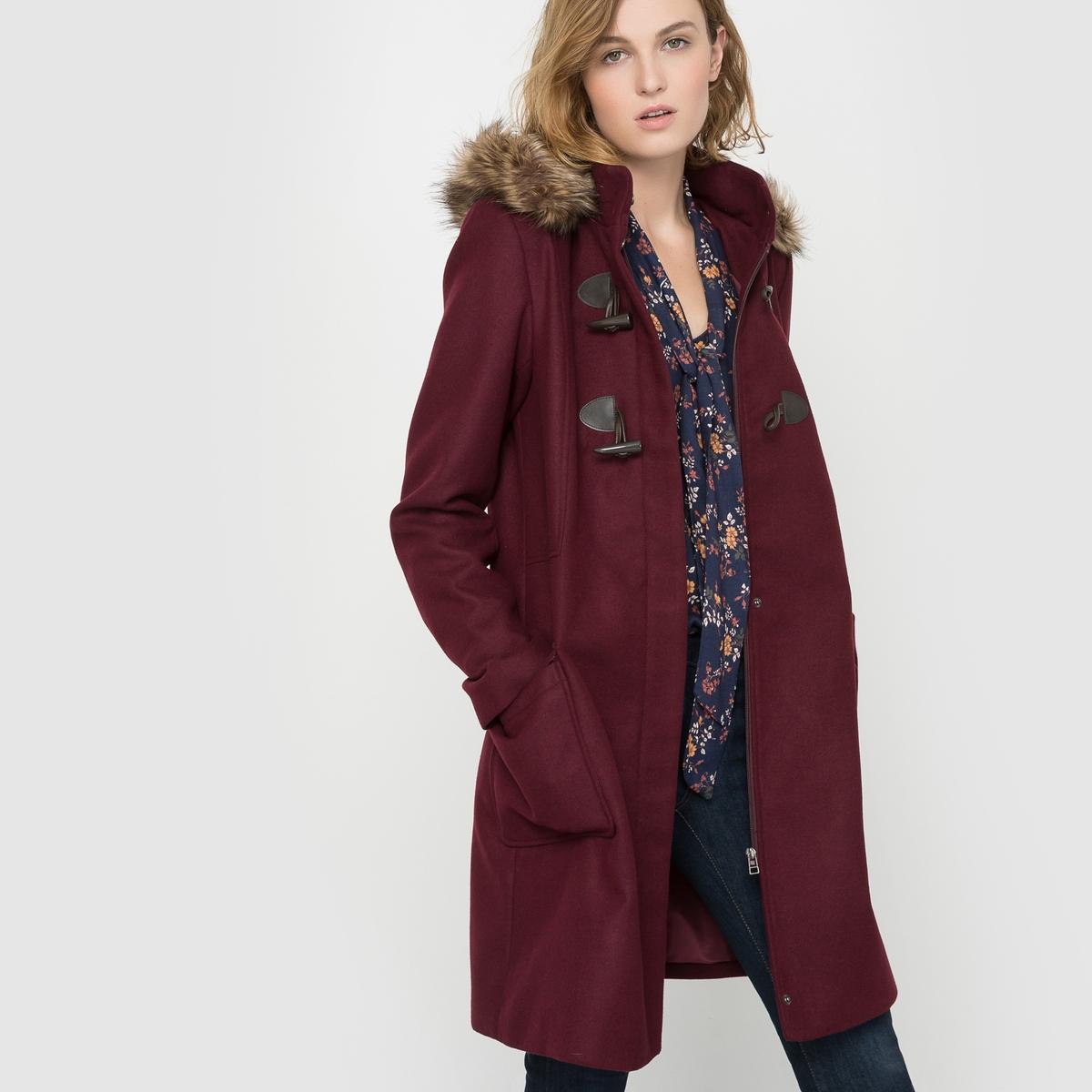 Короткое пальто с капюшономКороткое пальто со съемным капюшоном с оторочкой искусственным мехом . Прямой покрой. Застежка на фигурные пуговицы и потайную молнию и кнопки . Накладные карманы с клапаном  .Состав и описаниеМатериал              88% полиэстера, 10% вискозы, 2% эластанаПодкладка           100% полиэстер  Искусственный мех 80% акрила 20% полиэстера Длина          92 смМарка:  R ?dition.  УходСухая чистка или машинная стирка при 30° (с одеждой подобного цвета) - Не отбеливать - Не гладить -Барабанная сушка запрещена<br><br>Цвет: синий морской<br>Размер: 40 (FR) - 46 (RUS)