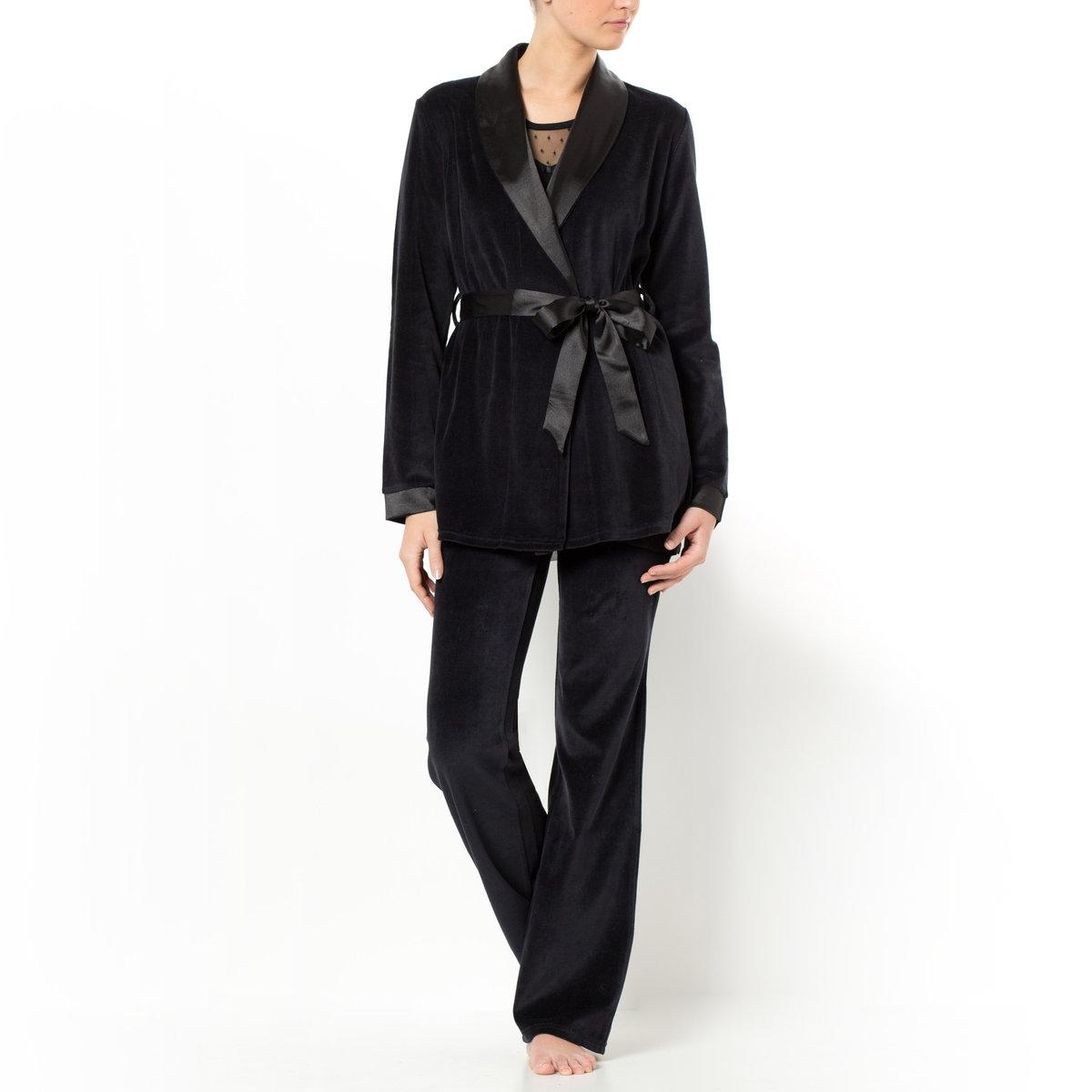 Пижама велюровая, 3 предметаПояс со шлевками, на внутренней кулиске. 2 кармана по бокам. Длина 72 см. Брюки велюровые, с эластичным поясом. Длина по внутр.шву 76 см.<br><br>Цвет: черный<br>Размер: 50/52 (FR) - 56/58 (RUS)