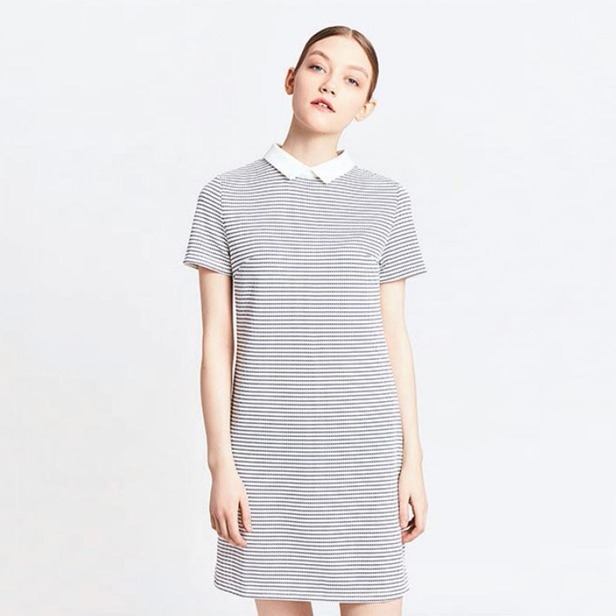 Платье прямое в полоску, короткие рукава, закругленный отложной воротникМатериал : 100% полиэстер  Длина рукава : короткие рукава  Форма воротника : воротник-поло, рубашечный Покрой платья : платье прямого покроя      Рисунок : в полоску   Длина платья : короткое<br><br>Цвет: в полоску синий/белый