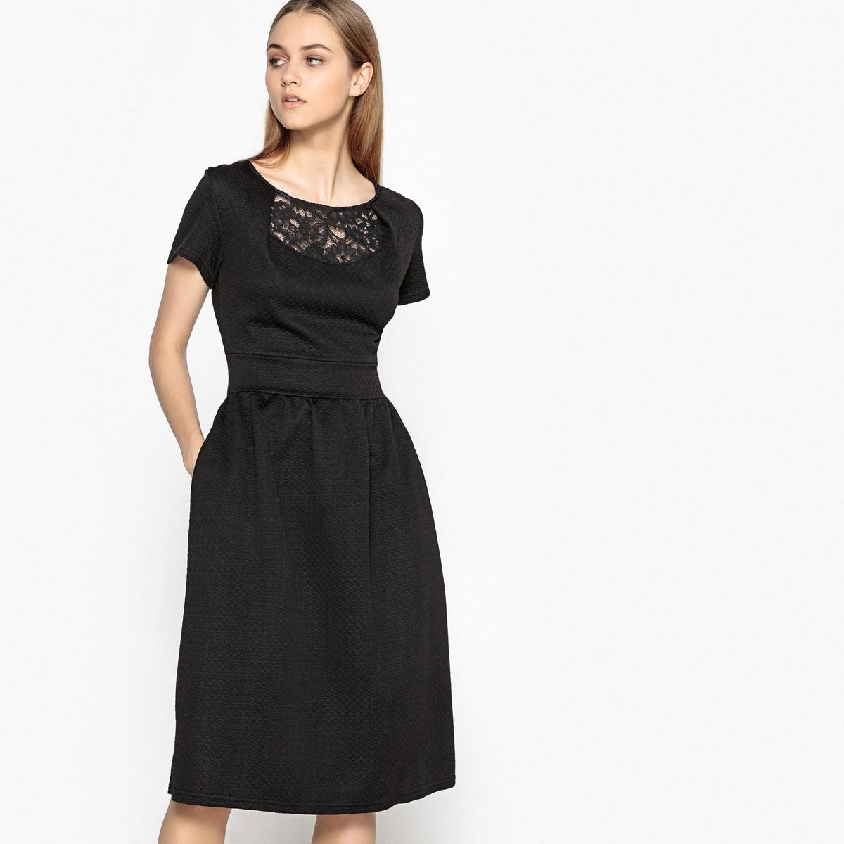 Платье однотонное с вырезом спереди  спинкой из кружева