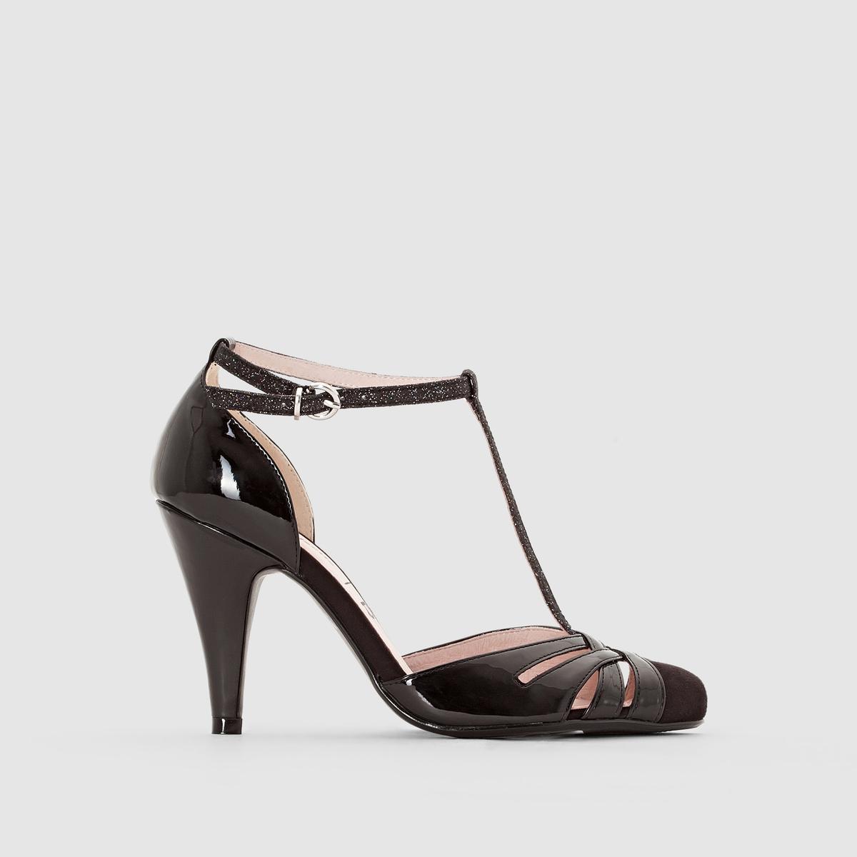 Туфлина каблуке с ремешкомМарка : Mademoiselle R Верх : синтетикаПодкладка : кожаСтелька : кожаПодошва : из эластомера Высота каблука : 9 смЗастежка : ремешок с пряжкойПреимущества : открытый носок, высокий и тонкий каблук.<br><br>Цвет: черный