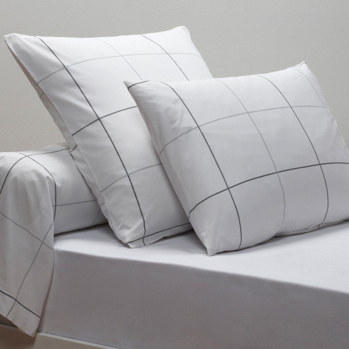 Наволочки и наволочка на подушку-валик KaroНаволочки и наволочка на подушку-валик из перкали, 100% хлопок. Ультра мягкая, нежная и шелковистая ткань, которая обеспечит безупречный внешний вид и ощущение комфорта.  Характеристики наволочек и наволочки на подушку-валик Karo:Перкаль, 100% хлопок очень плотного переплетения (65 нитей/см?): чем больше нитей/см?, тем выше качество материала.Переплетение очень тонких нитей из длинных волокон прочесанного хлопка.Машинная стирка при 60°С.Легкая глажка.Откройте для себя всю коллекцию постельного белья из перкали на сайте laredoute.ru.Знак качества Oeko-Tex® гарантирует, что продукция прошла проверку и не содержит в своем составе вредных веществ, представляющих опасность для здоровья человека.Размеры:50 x 70 см: прямоугольная наволочка.63 x 63 см: квадратная наволочка.85 x 185 см: наволочка на подушку-валик.<br><br>Цвет: белый/ серый<br>Размер: 85 x 185  см