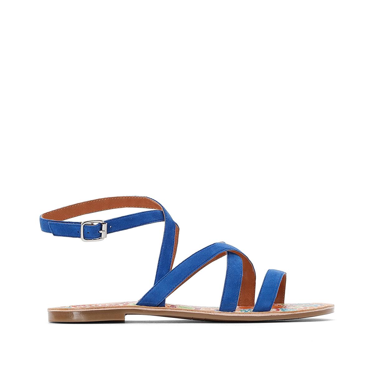Sandálias com presilhas, em pele