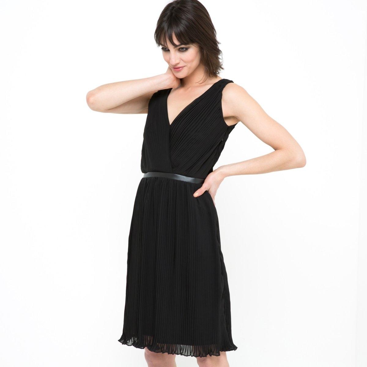 Платье из вуалиПлатье из вуали, 100% полиэстера. Подкладка из полиэстера. V-образный вырез с запахом спереди и сзади. Без рукавов. Пояс на талии, эластичная вставка сзади. Длина ок.92 см.<br><br>Цвет: черный<br>Размер: 34 (FR) - 40 (RUS)