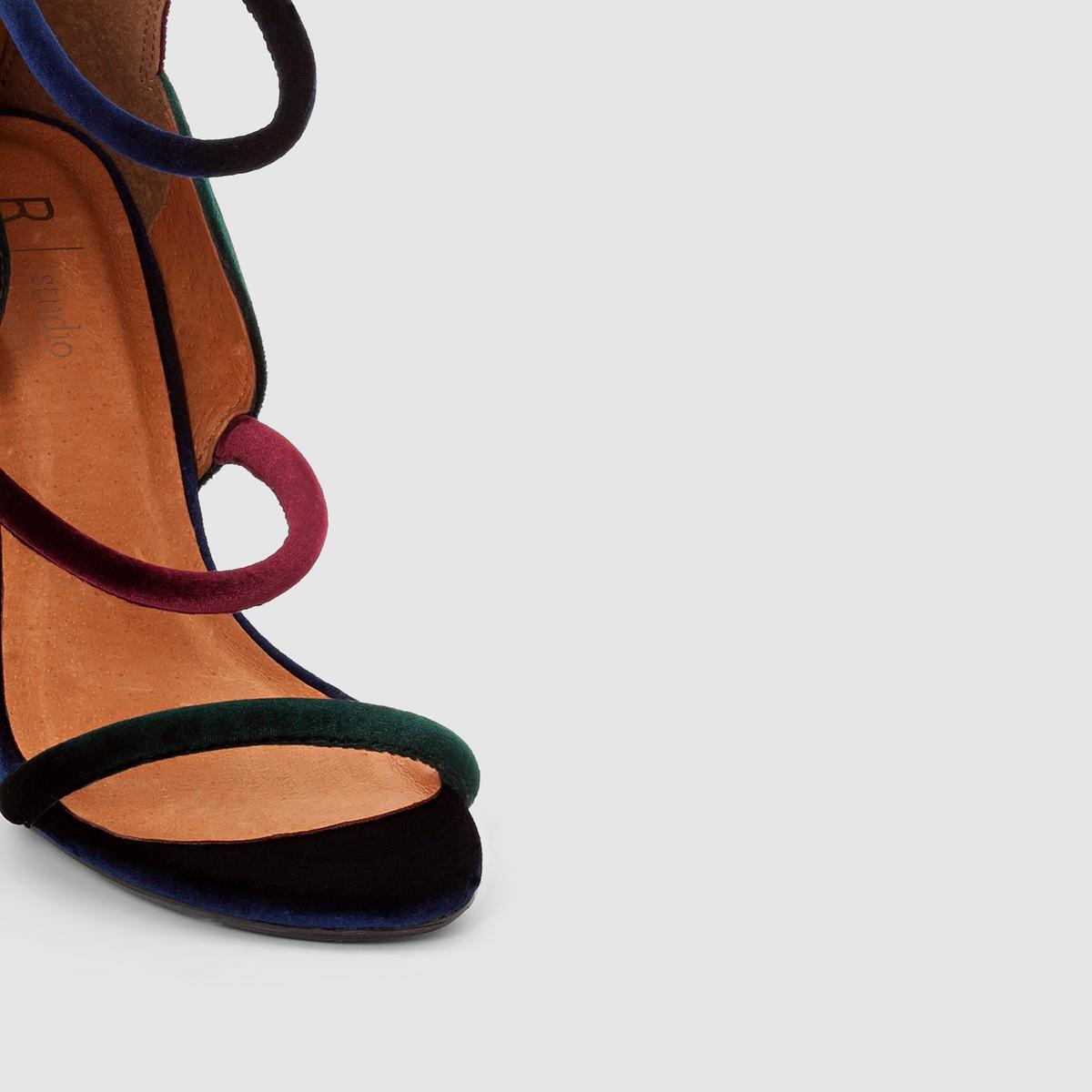 Босоножки велюровые на высоком каблукеТуфли MADEMOISELLE R Верх : текстильПодкладка   : кожа Стелька : кожа Подошва : из эластомераВысота каблука : 9 см  Застежка : без застежки Преимущества : молния сзади, тонкие ремешки и многоцветный велюр этой модели позволяют по новому взглянуть на стиль босоножек.<br><br>Цвет: разноцветный