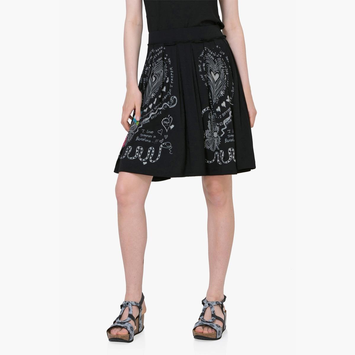 Юбка расклешенная с цветочным рисункомМатериал: 95% вискозы, 5% эластана. Рисунок: цветочный.Длина юбки: до колен.<br><br>Цвет: черный