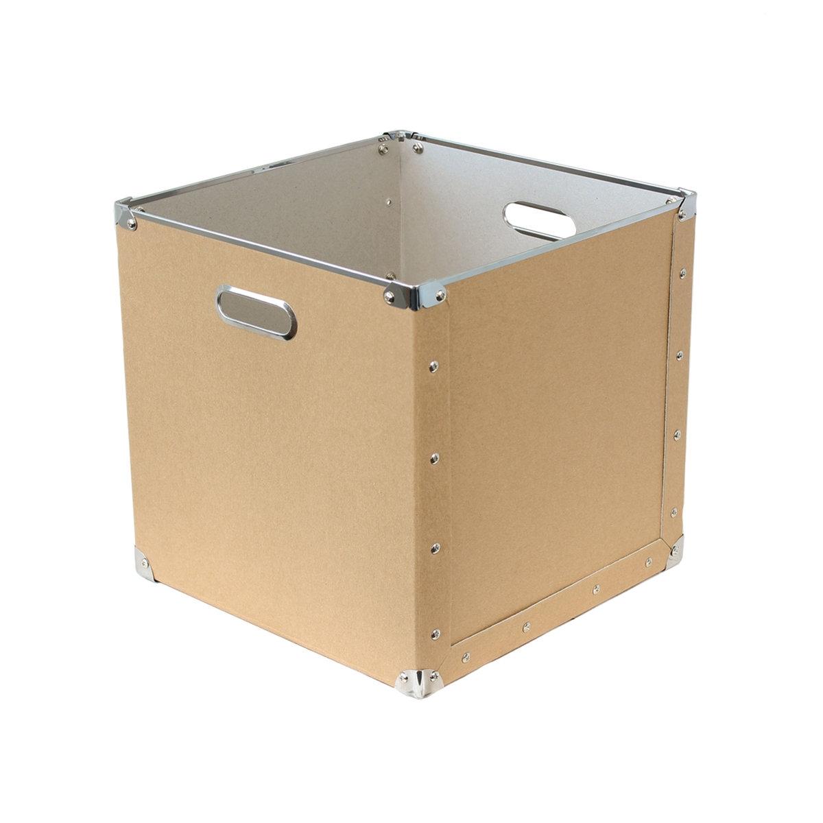 Короб для хранения вещей CleverПрактичный, вы можете положить в него 1001 вещь ! Этот короб для хранения вещей снабжен 2 металлическими ручками для облегчения переноски . Заклепки и металлические уголки… в индустриальном стиле, On adore  ! Характеристики короба для вещей CleverОбтянутый картон, толщ.. 1,8 мм 2 металлические ручки Уголки и заклепки из металла  Складная конструкция.Найдите коллекцию для хранения вещей на нашем сайте.Размеры короба для вещей Clever:31,5 x 31,5 x 31,5 см<br><br>Цвет: светлое дерево натуральный<br>Размер: единый размер