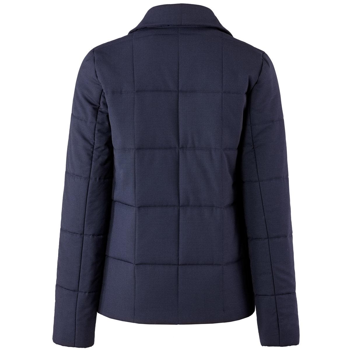 Пиджак стеганый – ETIENNE DEROEUX POUR R/essentielСтеганый пиджак ETIENNE DEROEUX POUR R/essentiel, 64% полиэстера, 34% вискозы, 2% эластана.      Подкладка из 100% вискозы. Английский воротник. Застежка на пуговицы. 2 накладных кармана. Длина 63 см.Прямой пиджак, покоряющий своей простотой, сочетается с джинсами или прямыми брюками на каждый день.<br><br>Цвет: темно-зеленый,темно-синий<br>Размер: 38 (FR) - 44 (RUS).34 (FR) - 40 (RUS).38 (FR) - 44 (RUS)