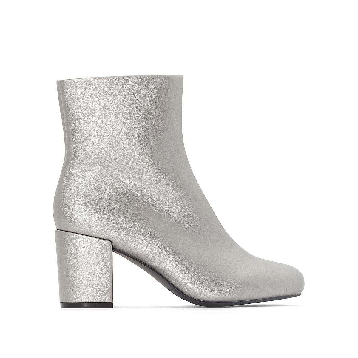 Ботильоны серебристого цвета на квадратном каблукеОписание   •  Высота голенища : 14 см для размера 37 •  Высота каблука : 7 см •  Застежка : молния • Квадратный мысок  •  Гладкая отделкаСостав и уход   •  Верх 100% синтетический материал •  Подкладка 100% кожа<br><br>Цвет: серебристый металлик<br>Размер: 38.37.40.39