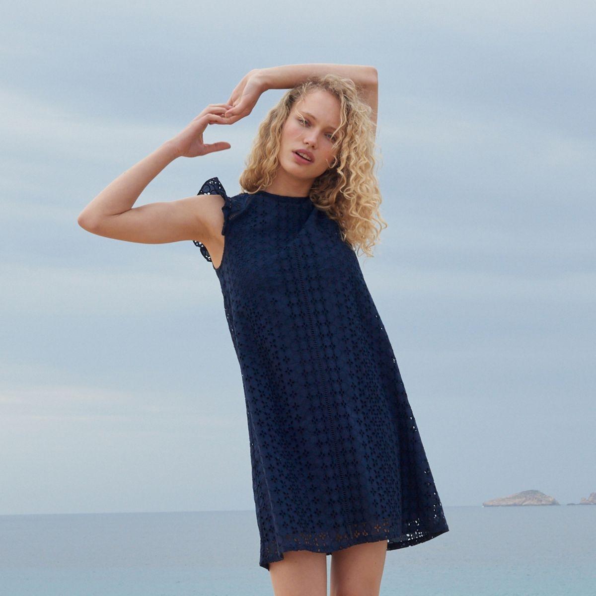 Quelle couleur de chaussure avec une robe bleu marine ?   La Redoute