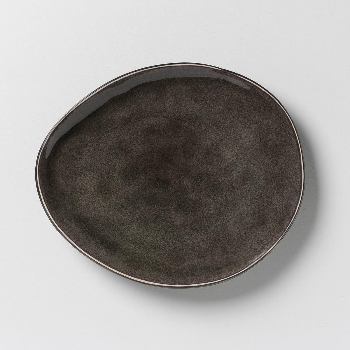 Комплект из 2 десертных тарелок Pure, дизайн П. Нессенс, Serax2 десертные тарелки Pure, дизайн Паскаля Нессенса для Serax.     Готовка восхитительных блюд в красивой керамической посуде придает романтизма и способствует хорошему настроению. Паскаль Нессенс создал Pure, свою первую коллекцию столовых сервизов. Чистое воплощение аутентичности и теплоты, рожденные из органических форм и натуральных материалов. Характеристики :- Из керамики, покрытой глазурью, с эффектом раку. - Можно использовать в микроволновой печи и мыть в посудомоечной машине.    - Десертная тарелка, миска и чашка того же набора представлены на нашем сайте.      Размеры : - Ш.20 x В.2,5 x Г.17 см, овальная форма.<br><br>Цвет: серый