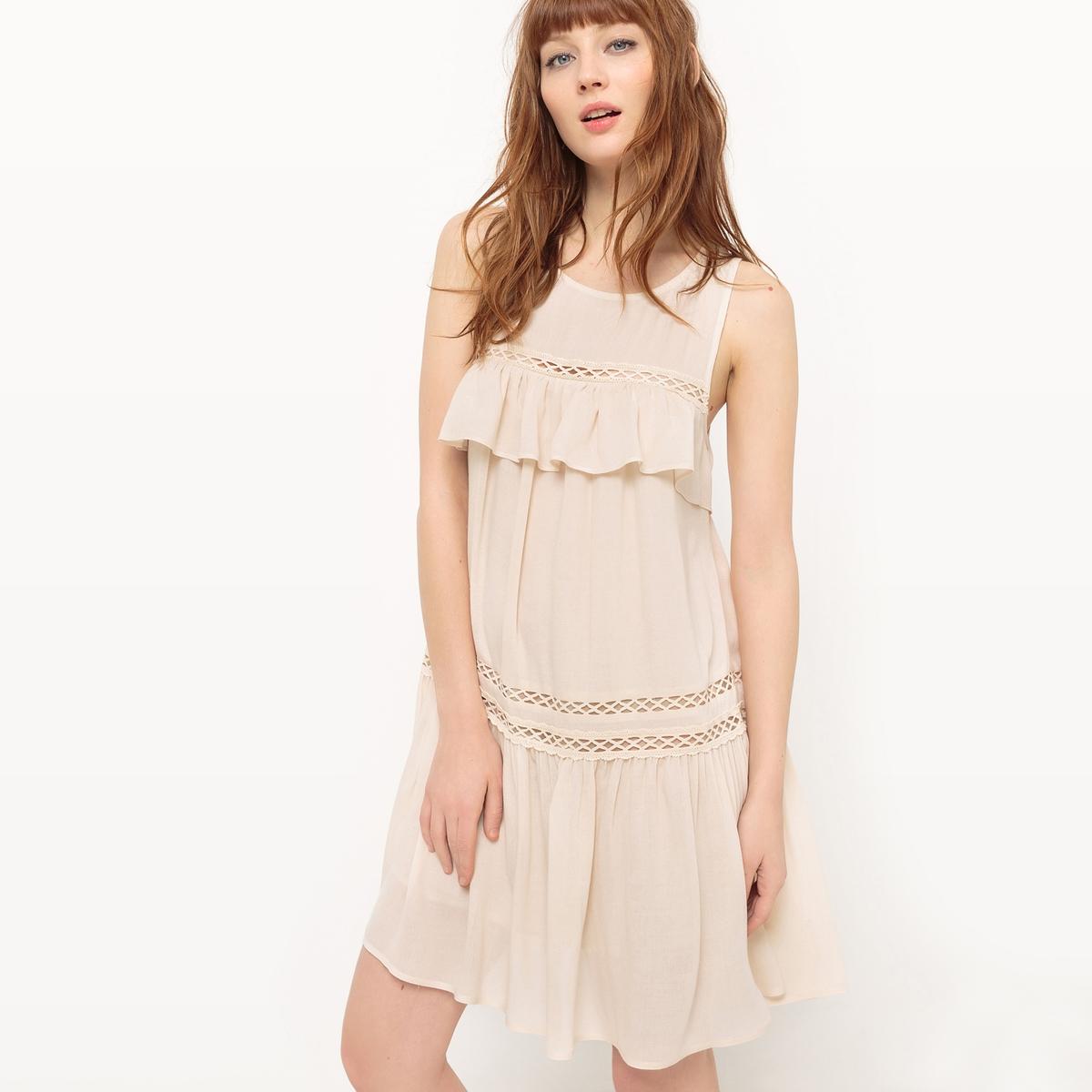 Платье без рукавов с воланами и открытой спинкой