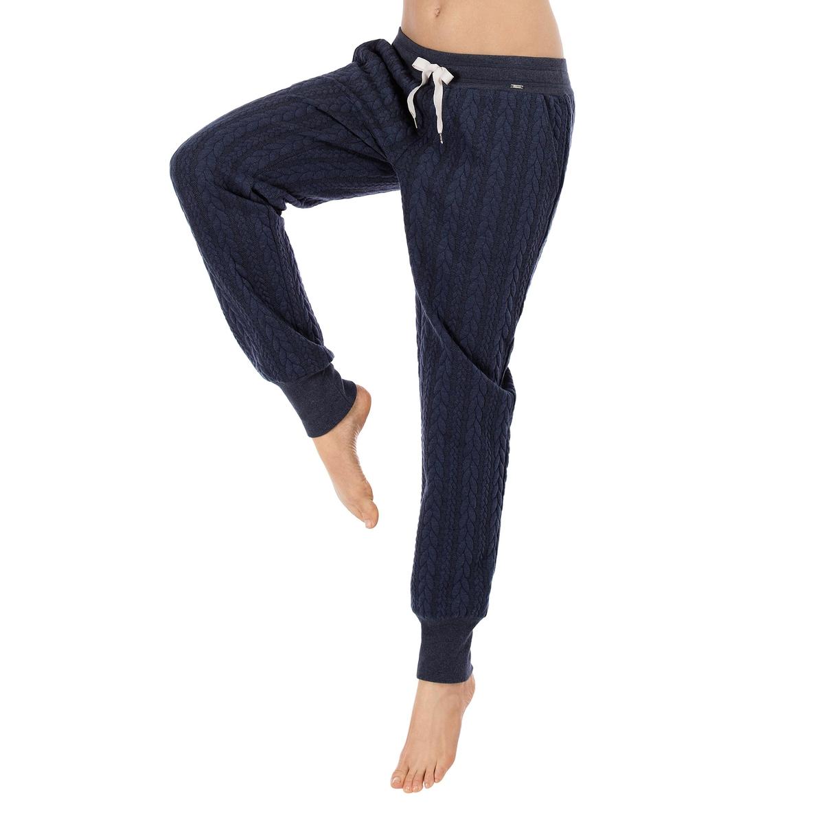 Брюки пижамные LougewearБрюки пижамные Lougewear от Skinny. Прямой, очень комфортный покрой в стиле спортивных брюк, присборенный низ на широкой резинке.  Эластичный пояс с лентой. Пижамные брюки, в которых так приятно находиться у себя дома. Состав и детали :Материал : 100% полиэстер Марка : SkinnyУход :Ручная стирка при 30°.Машинная сушка запрещена.Не гладить.<br><br>Цвет: темно-синий<br>Размер: 42 (FR) - 48 (RUS)