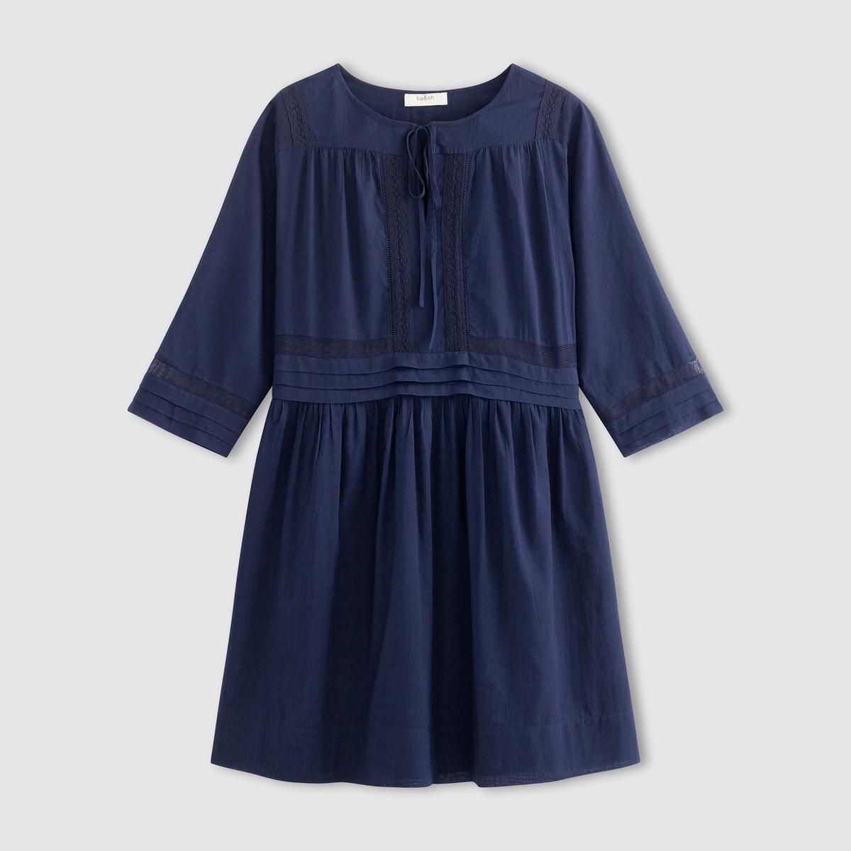 Платье COLETTEОбъемное платье BA&amp;SH - модель COLETTE, из хлопка, с вышитой тесьмой.  Тонкая ажурная вышивка на плечах, по краям рукавов и на поясе. Круглый вырез-капелька с завязками спереди. Рукава 3/4. Складки на поясе, присборенный низ. На подкладке.Состав и описание    Материал : вуаль 100% хлопок   Подкладка 100% хлопок   Длина : 90 см. (для размера 38, посередине сзади)   Марка : BA&amp;SH<br><br>Цвет: синий<br>Размер: S.M