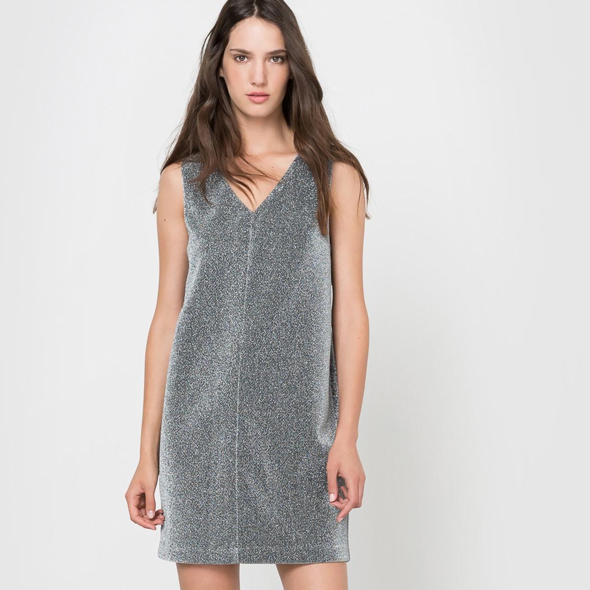 Платье прямого покроя без рукавов с V-образным вырезомСостав и описаниеМатериал: 97% полиэстера, 3% эластана.Марка: MOLLY BRACKEN.УходСтирка при 30°С с вещами подобных цветов.Стирать и гладить с изнанки.<br><br>Цвет: серый серебристый<br>Размер: L