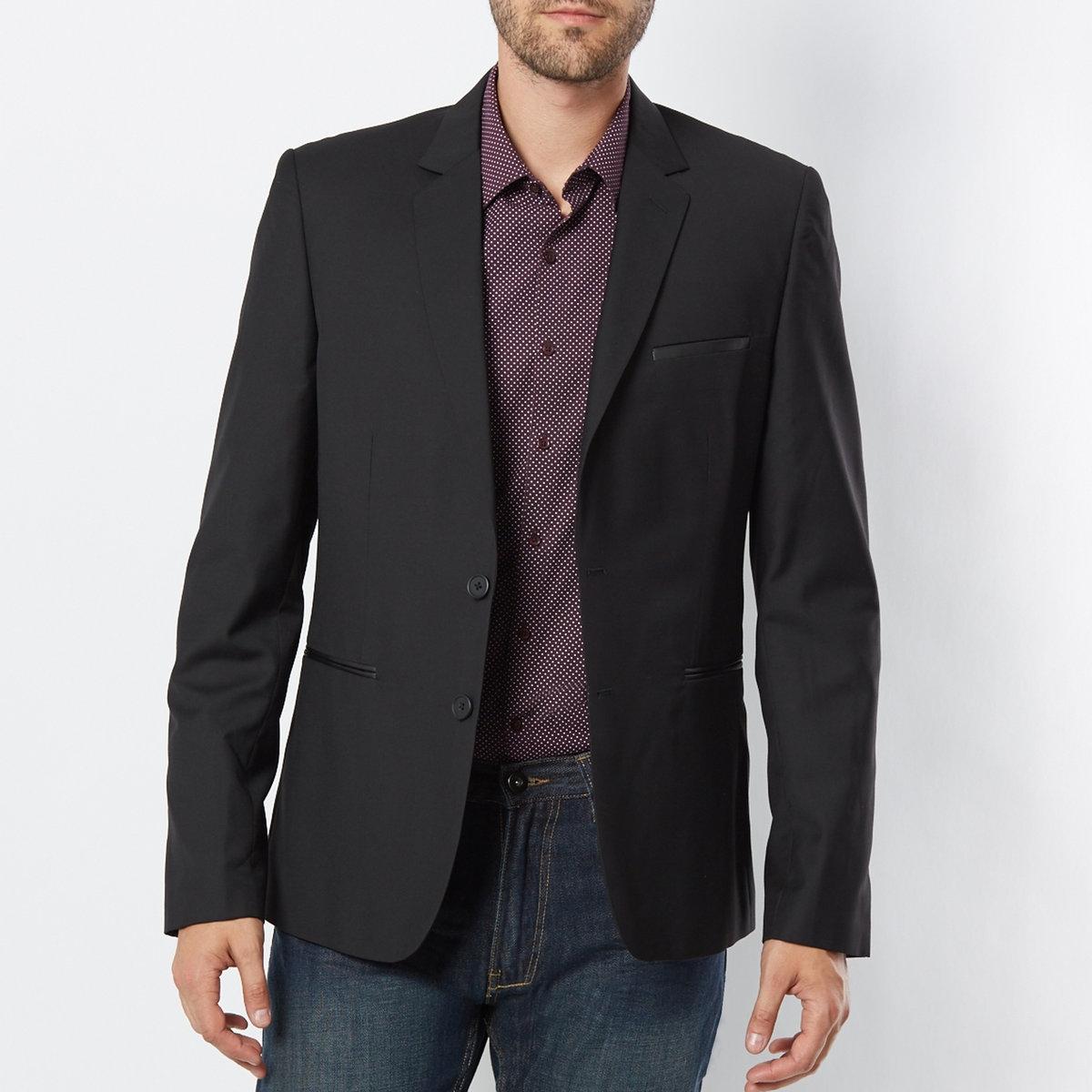 Жакет блейзерБлейзер из 80% полиэстера, 20% вискозы. Облегающий покрой. 2 передних накладных кармана + 1 накладной нагрудный карман.  Длина 73 см.<br><br>Цвет: черный<br>Размер: 42.44.46