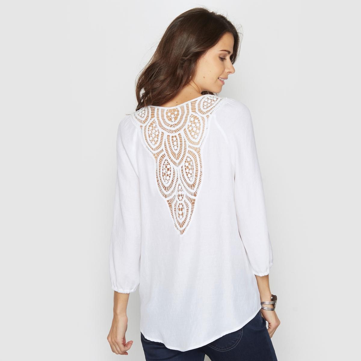 Блузка с оригинальной отделкой на спине