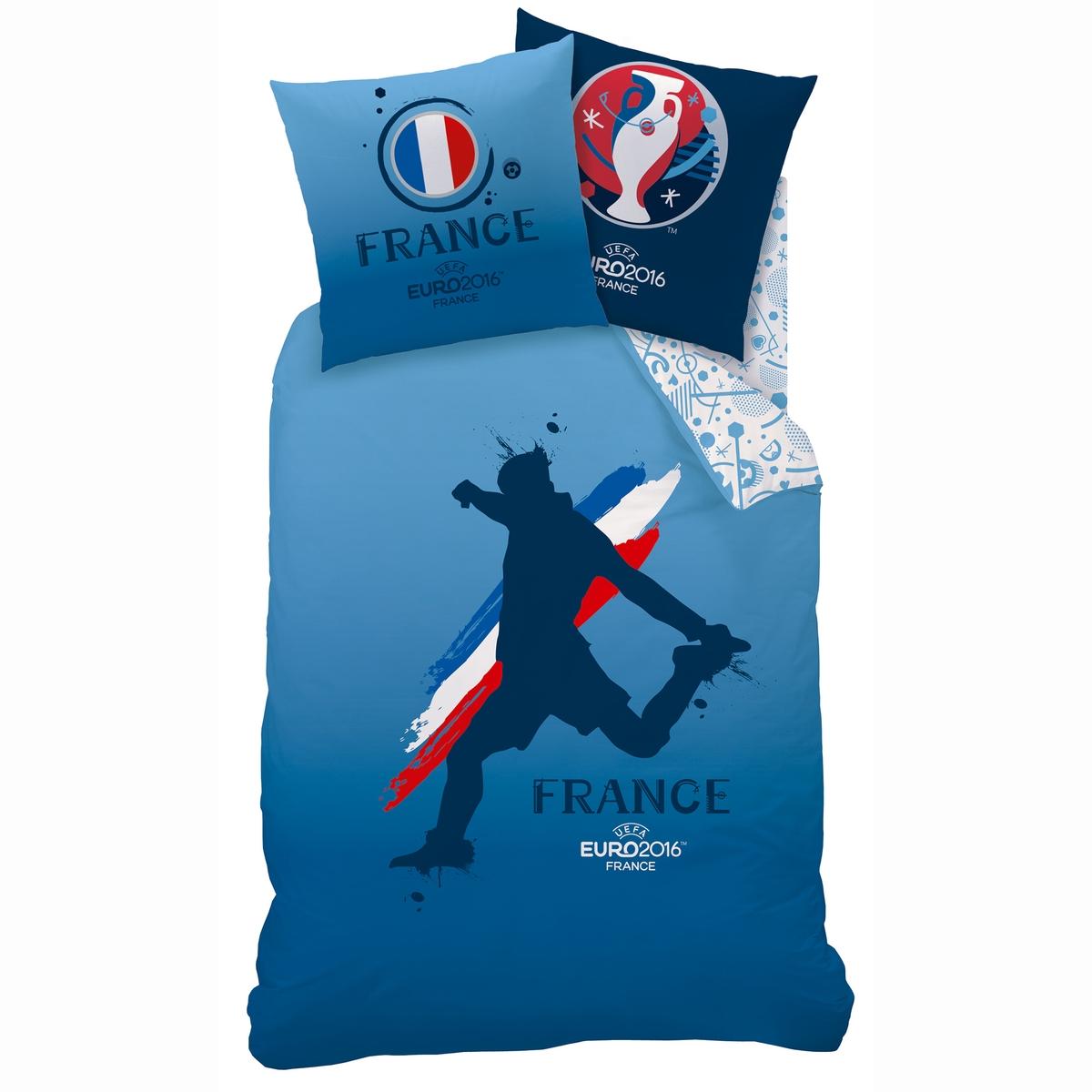 Комплект постельного белья UEFAОписание комплекта UEFA:Пододеяльник: на лицевой стороне: принт игрок в футбол, на обратной стороне: сплошной принт.Прямой низ с застежкой на кнопки.Наволочка: 63 x 63 см, на лицевой стороне: принт французский флаг, на обратной стороне: логотип Euro 2016.Характеристики комплекта UEFA:60% хлопка, 40% полиэстера.Стирка при 60°.Размеры комплекта: 140 x 200 см+ 1 наволочка 63 x 63 см240 x 220 см+ 2 наволочки 63 x 63 смЦвет: принт на красном/голубом фоне.Сертификат Oeko-Tex® дает гарантию того, что товары изготовлены без применения химических средств и не представляют опасности для здоровья человека.<br><br>Цвет: синий/ белый<br>Размер: 240 x 220  см