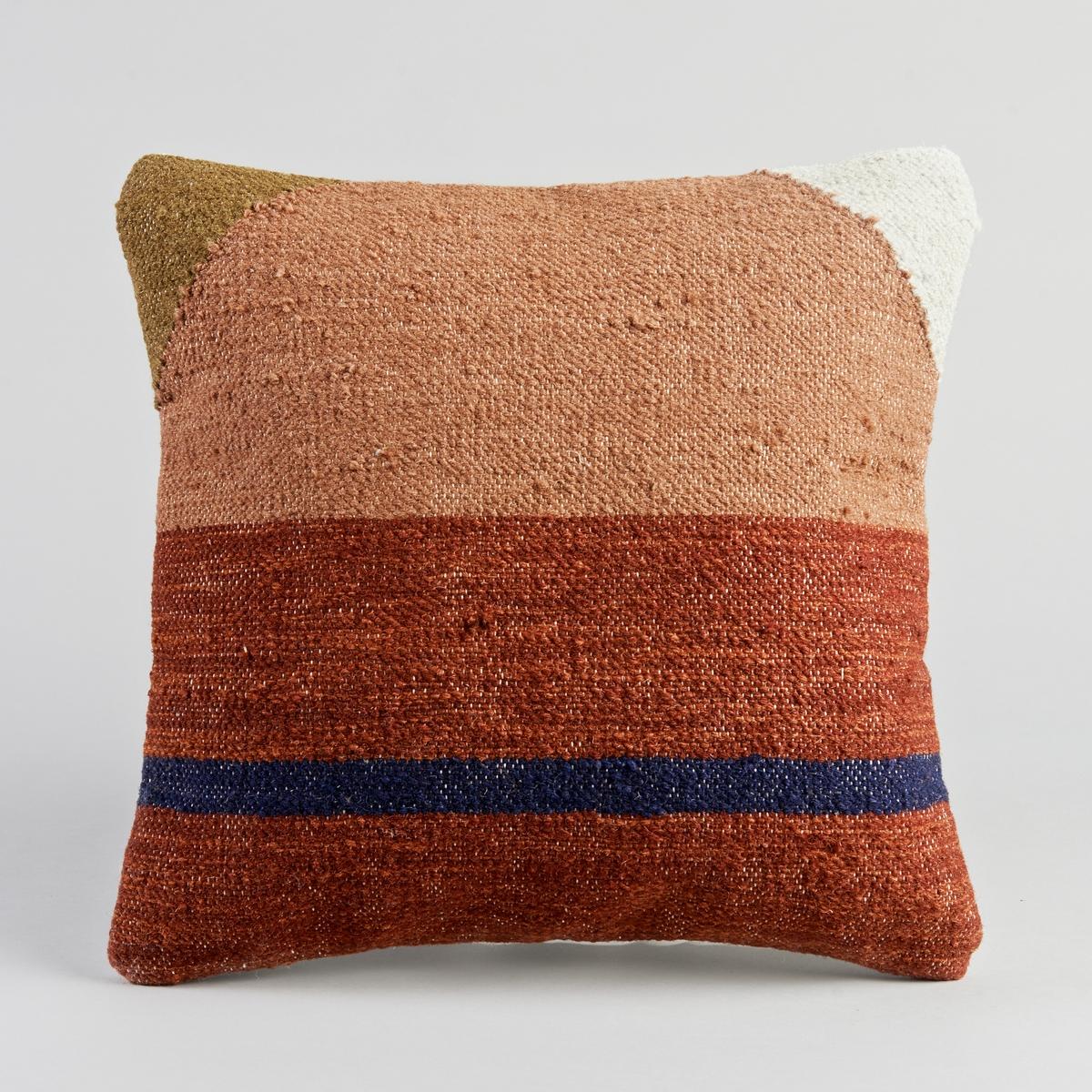 Чехол для подушки EliceЧехол для подушки Kilim. Застежка на молнию. Материал :- Лицевая сторона, 77% шерсти, 23% хлопка- Оборотная сторона из 100% хлопка.Размер : - 45 x 45 см.<br><br>Цвет: красно-коричневый