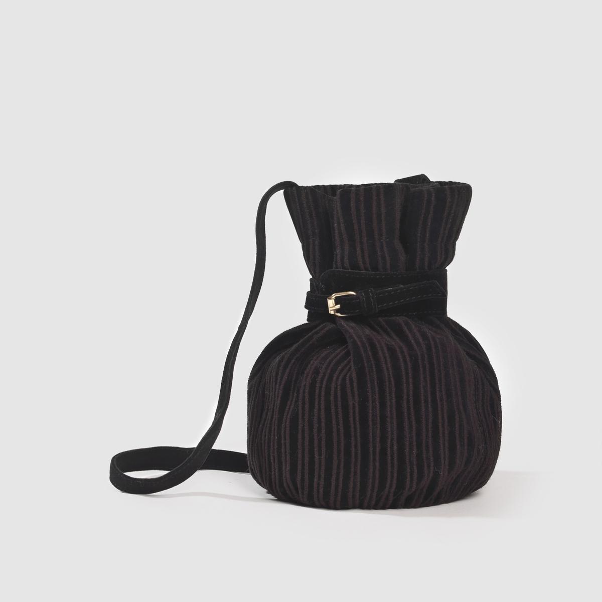 Сумка из черного велюраПреимущества: роскошная и оригинальная сумка в форме груши, в осовремененном стиле нео-ретро с вертикальной ребристой поверхностью и ремешком на пряжке, не используемым в этой стилистике .<br><br>Цвет: черный<br>Размер: единый размер