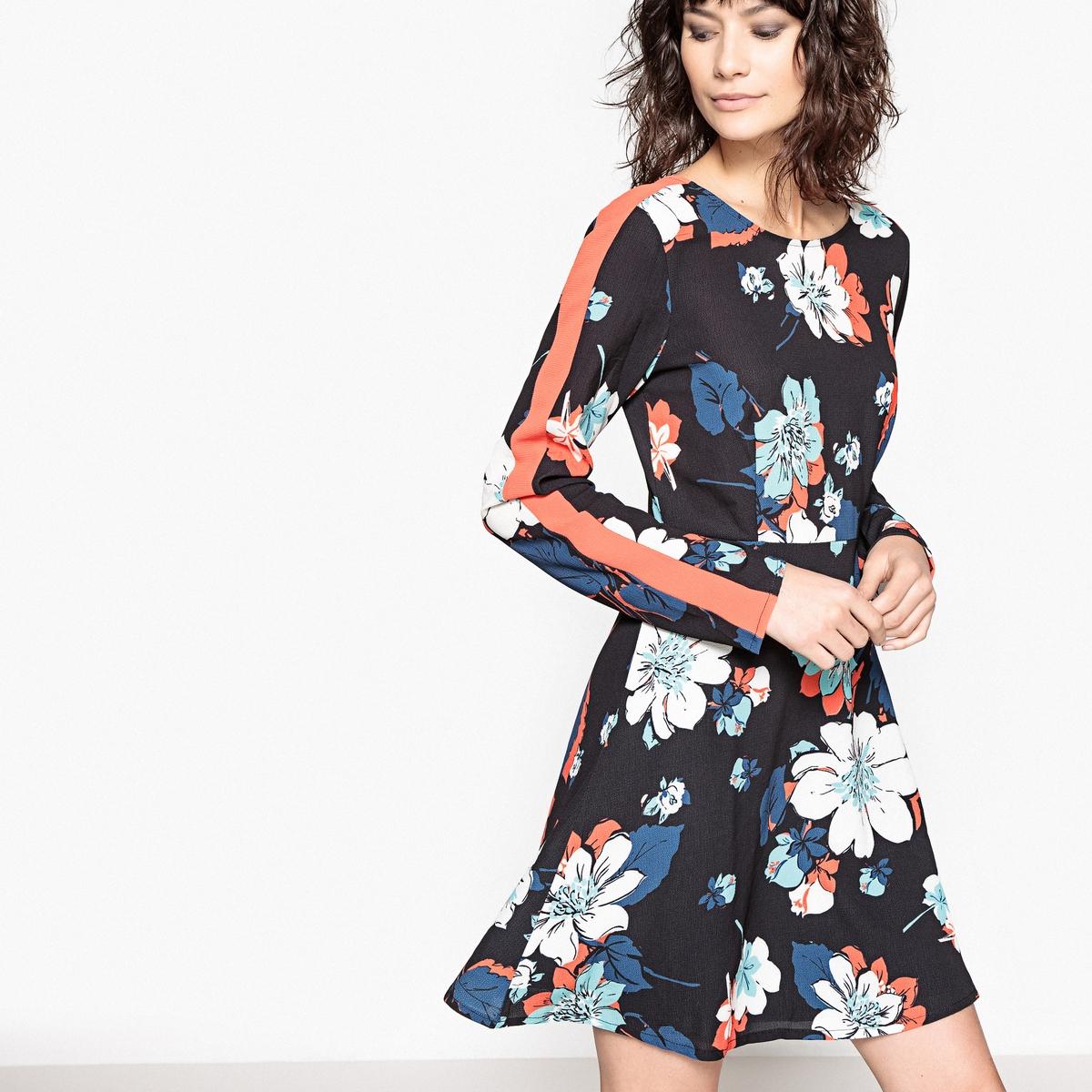 Платье расклешенное с цветочным принтом и V-образным вырезом сзадиДетали •  Форма : прямая •  Укороченная модель •  Длинные рукава    •  Круглый вырез •  Рисунок-принтСостав и уход •  2% эластана, 98% полиэстера  •  Подкладка : 100% полиэстер •  Температура стирки 30° •  Сухая чистка и отбеливание запрещены •  Не использовать барабанную сушку •  Низкая температура глажки •  Длина  : 90 см<br><br>Цвет: рисунок/фон черный<br>Размер: 44 (FR) - 50 (RUS).42 (FR) - 48 (RUS).38 (FR) - 44 (RUS).36 (FR) - 42 (RUS).46 (FR) - 52 (RUS).40 (FR) - 46 (RUS).34 (FR) - 40 (RUS)