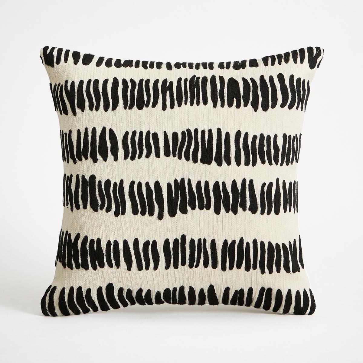 Наволочка на подушку-валик AldisioНаволочка на подушку-валик Aldisio. Рисунок в виде вышитых черточек черного цвета. Задняя деталь цвета экрю. 100% хлопок. Застежка на скрытую молнию сзади. Размеры : 40 x 40 см. Подушка продается отдельно.<br><br>Цвет: черный/ белый