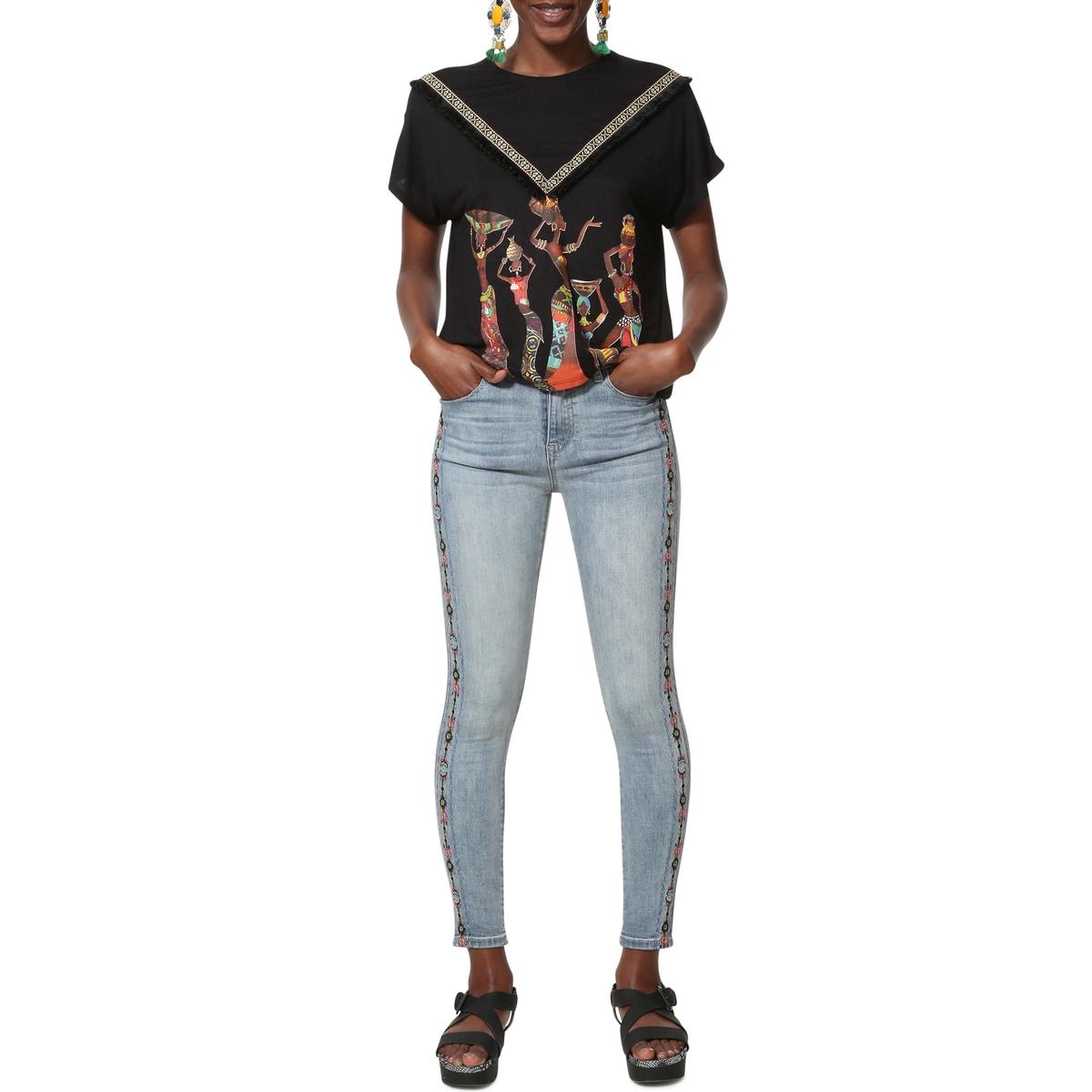 Camiseta Yamila vaporosa con cuello redondo, estampada